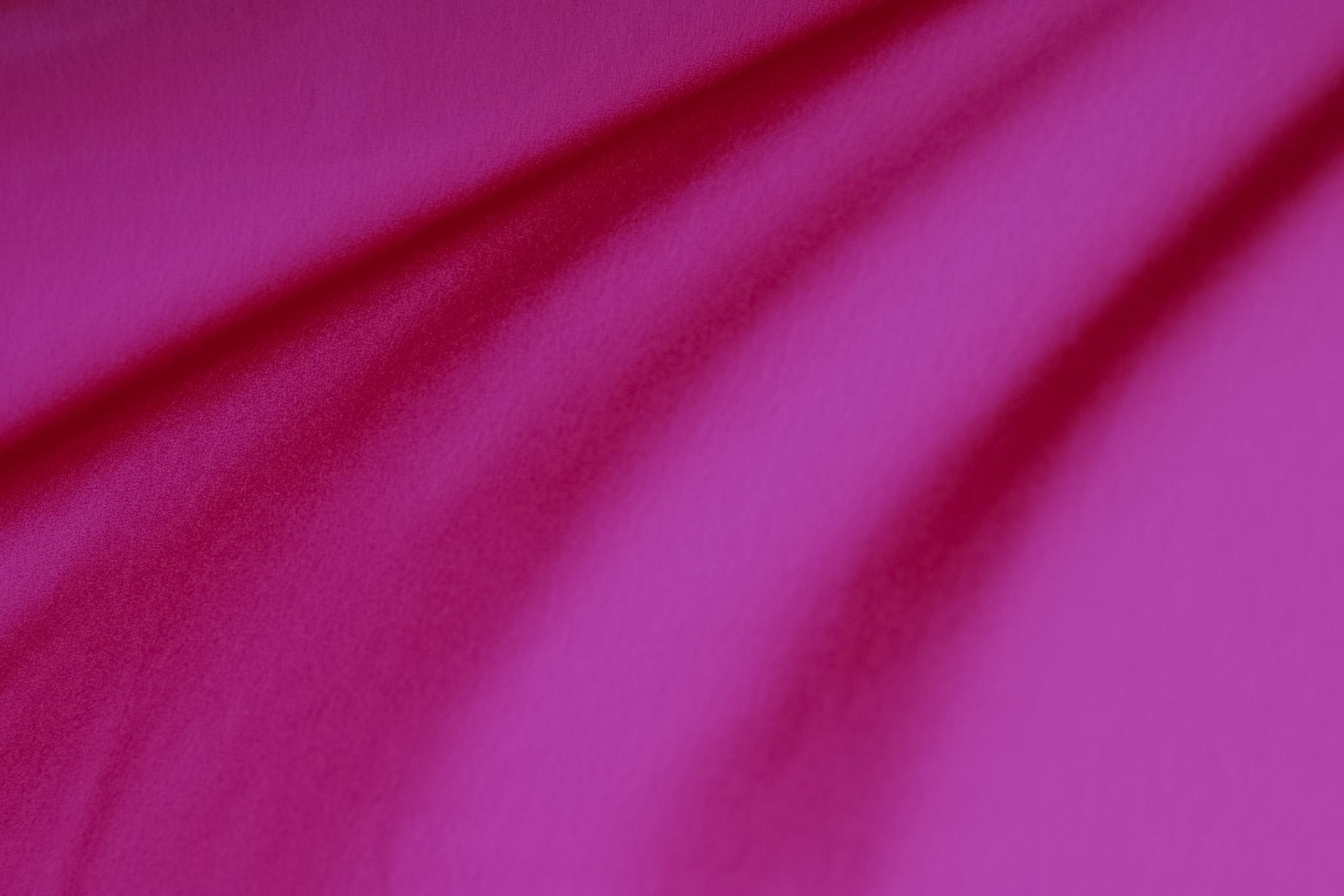 「柔らかな凹凸があるピンクの布地」