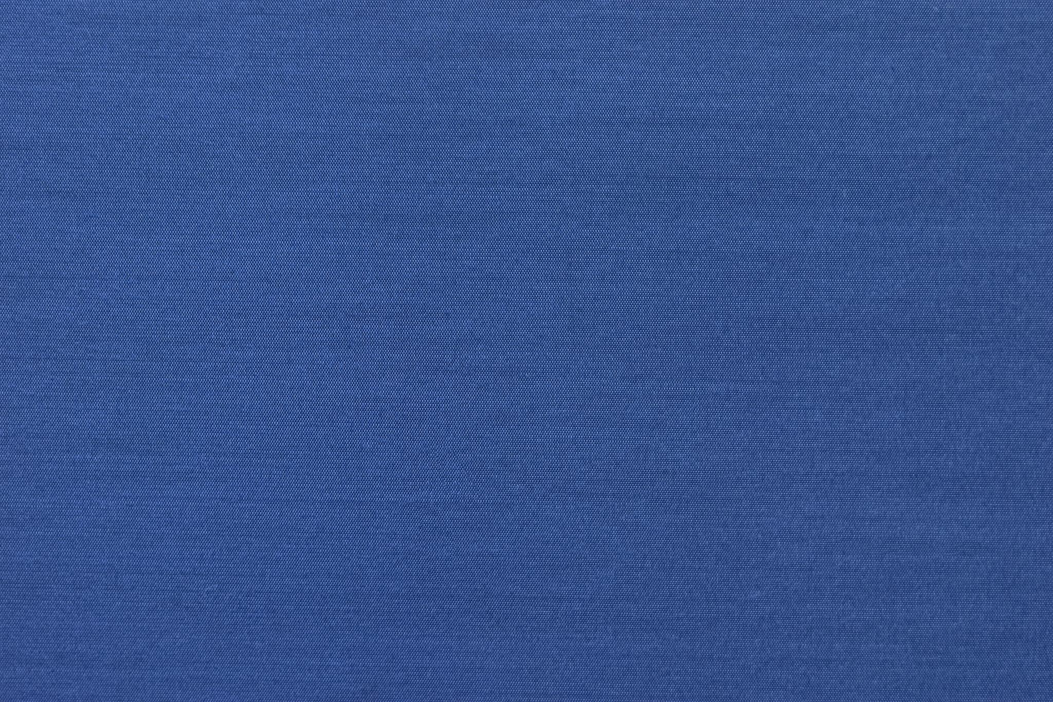 「落ち着いた青色の生地の細かい質感」