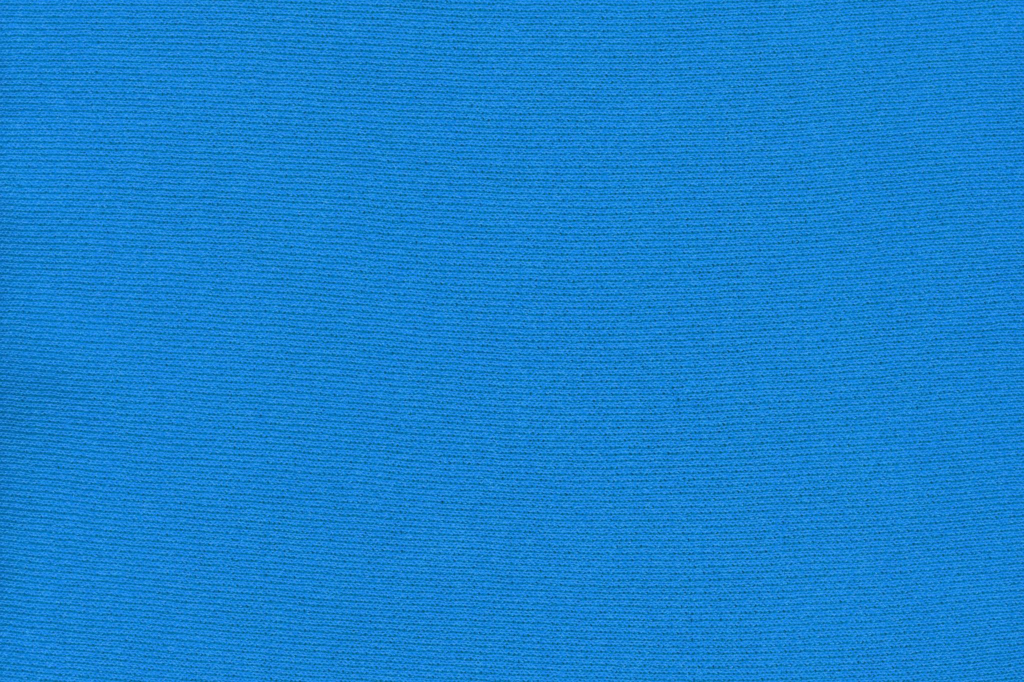 「鮮やかなブルーの綿のスウェット生地」