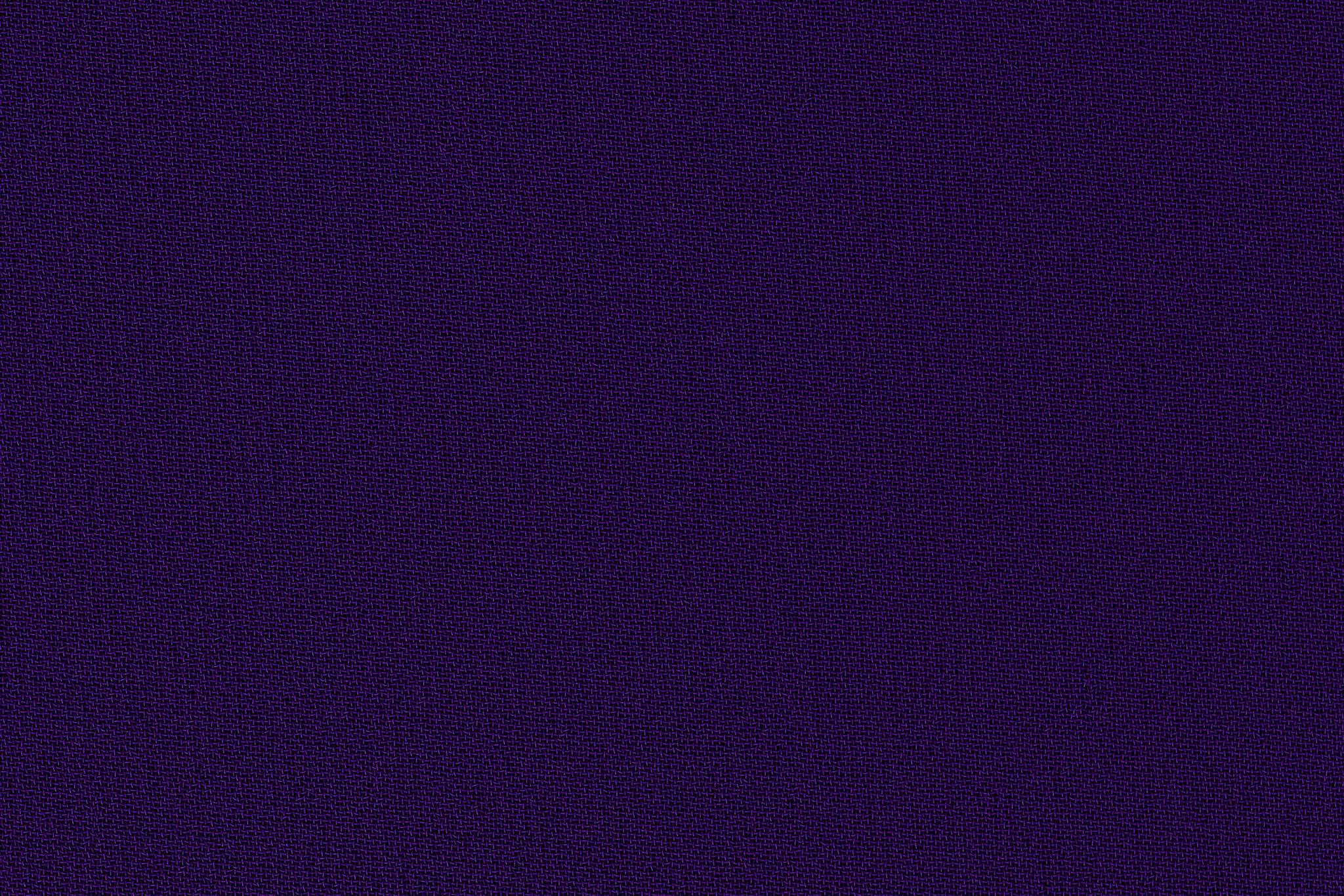 「紫色のサラサラとした手触りの布」
