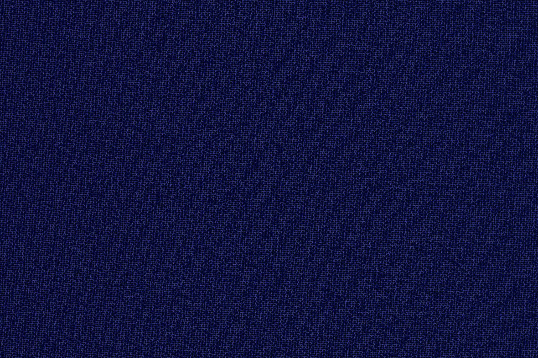 「綿とポリエステル素材の濃紺の布地」