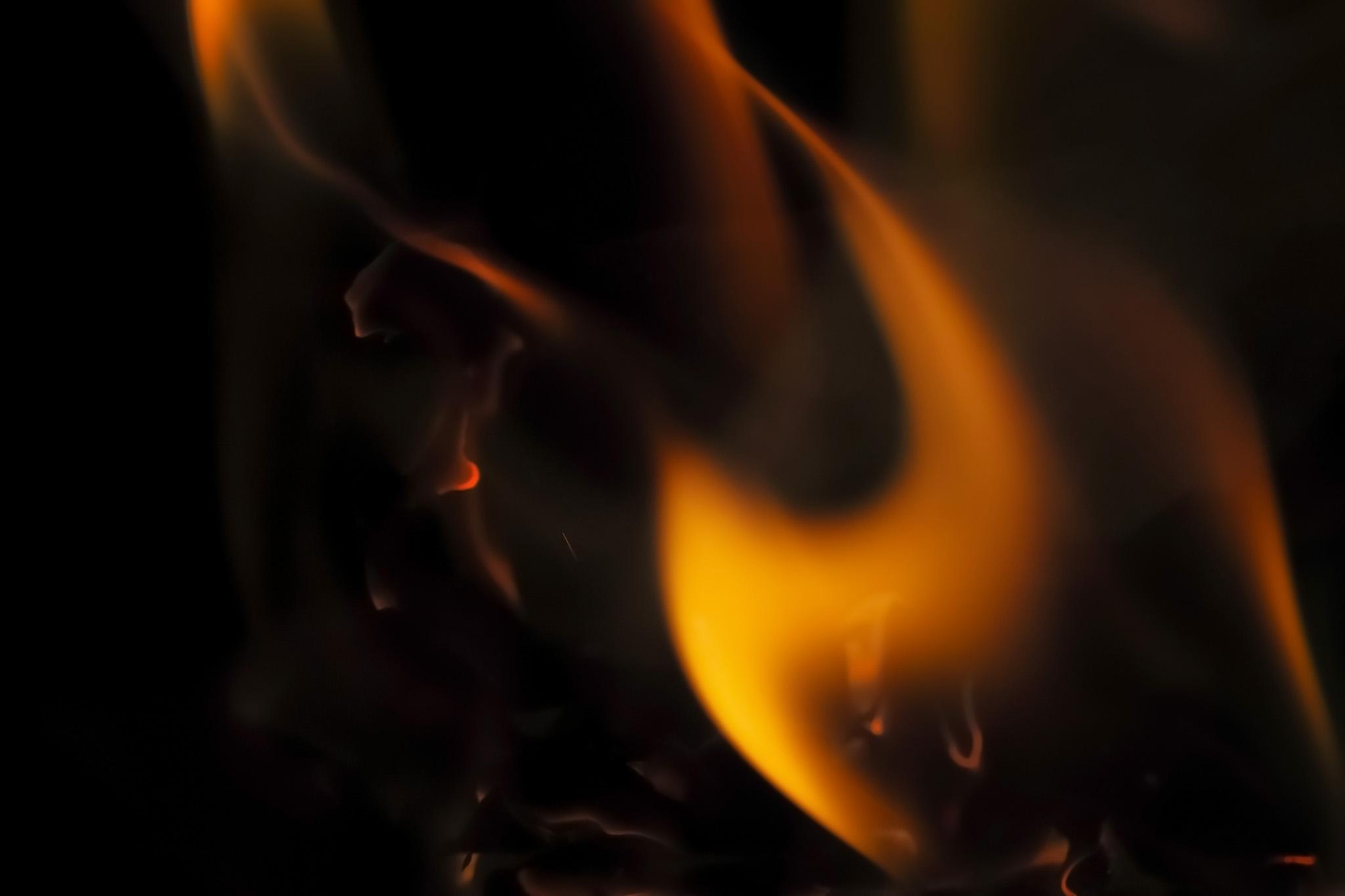 「燃える火の滑らかなテクスチャ」