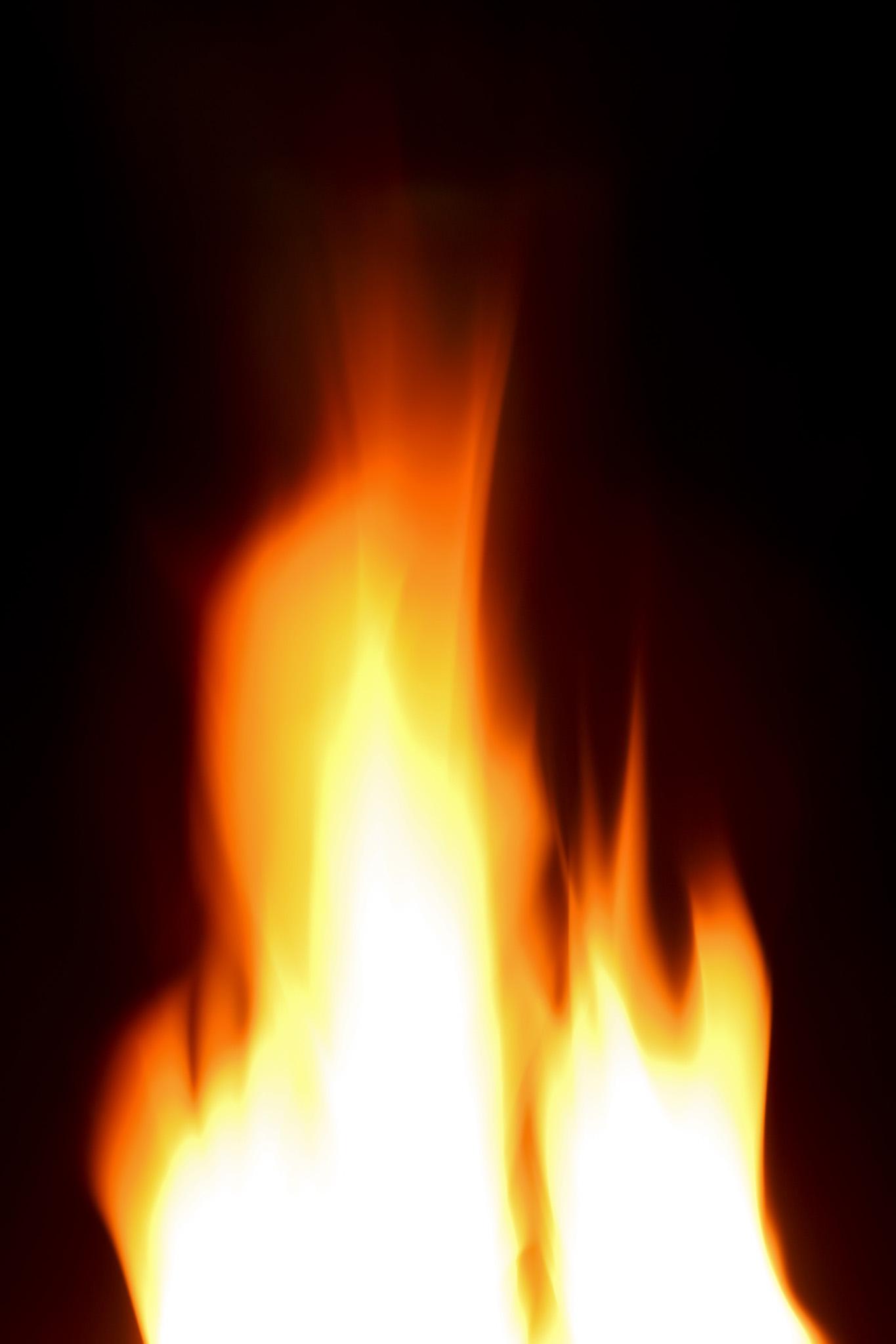 「流れるように燃え立つ火柱」