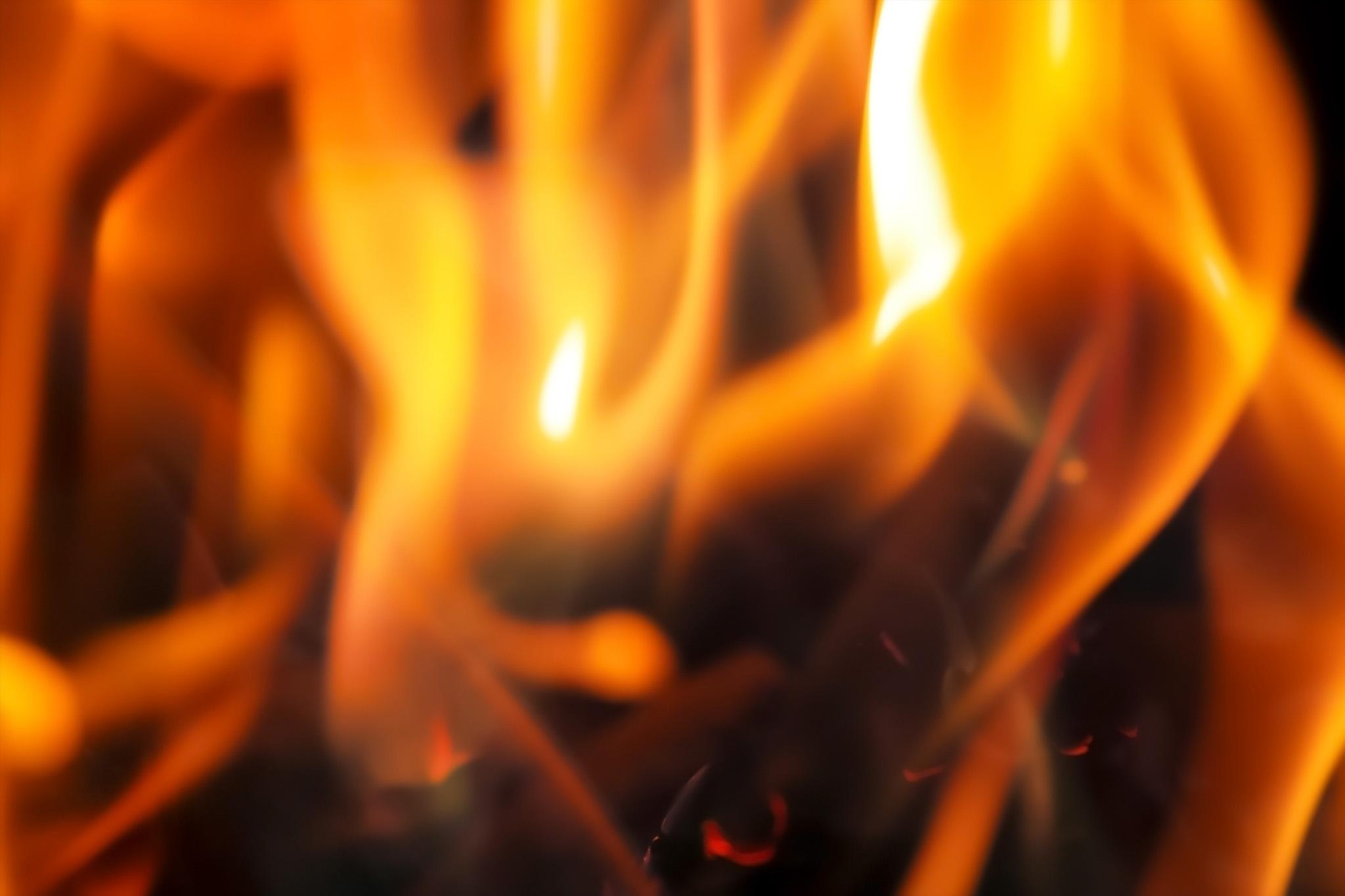 「燃え盛る炎のテクスチャ」