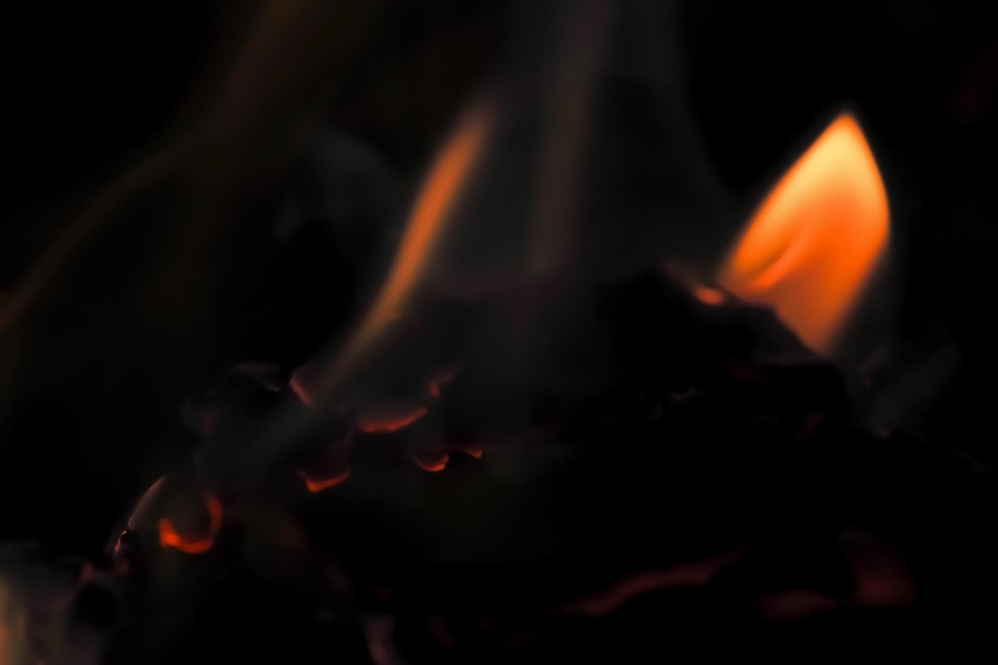 「炎 ファイヤー」の背景を無料ダウンロード