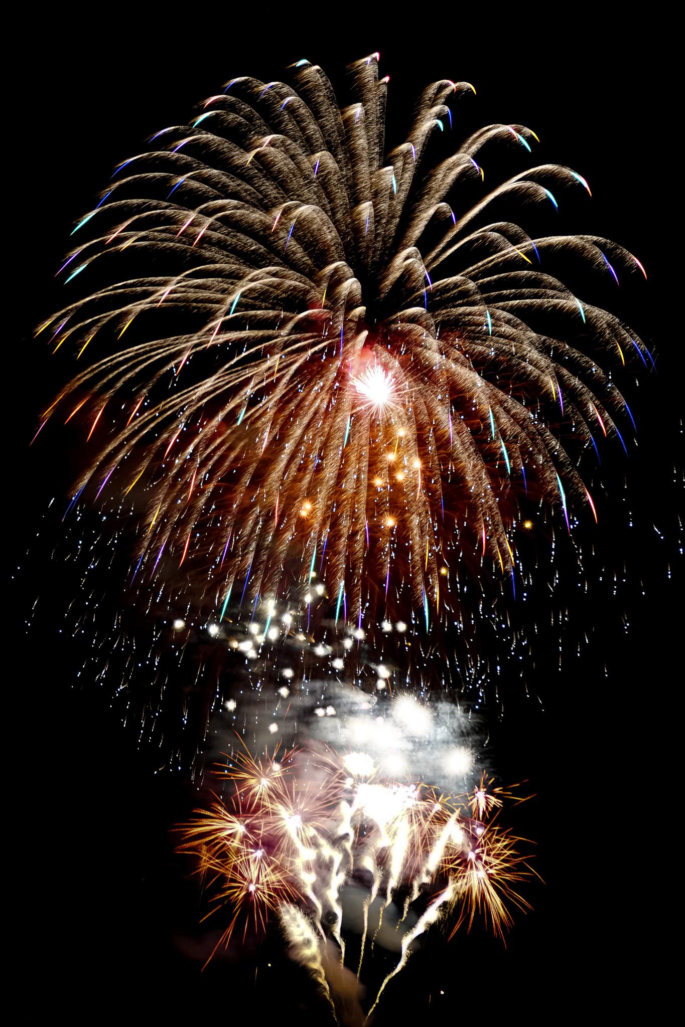 「錦冠菊花火が打ち上がる花火大会」の画像を無料ダウンロード