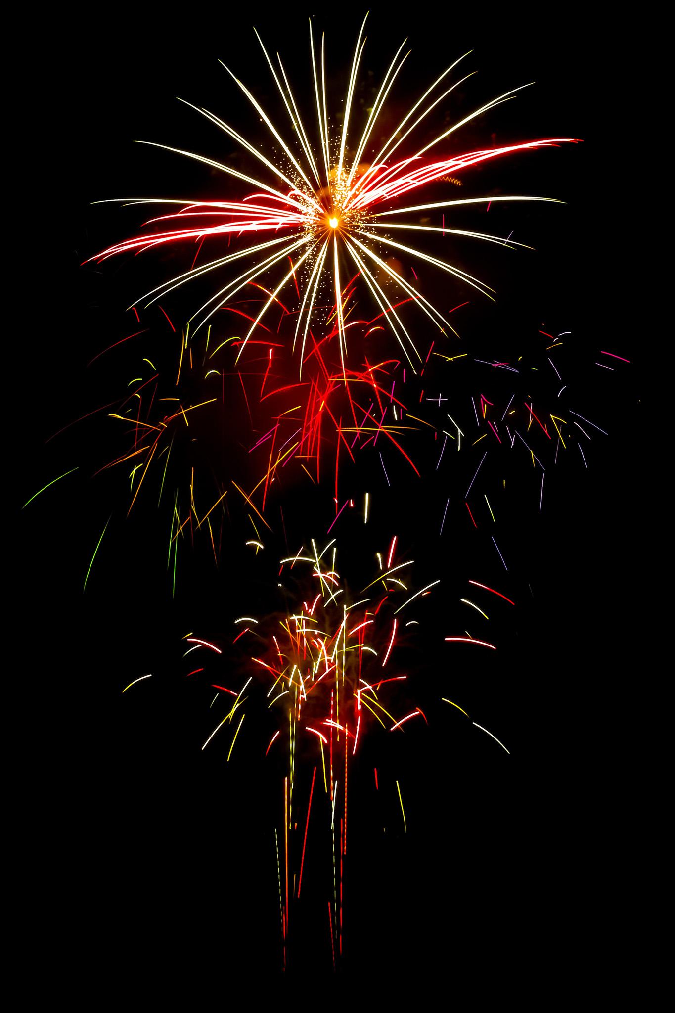 「様々な色の光が舞い散る花火大会」の画像を無料ダウンロード