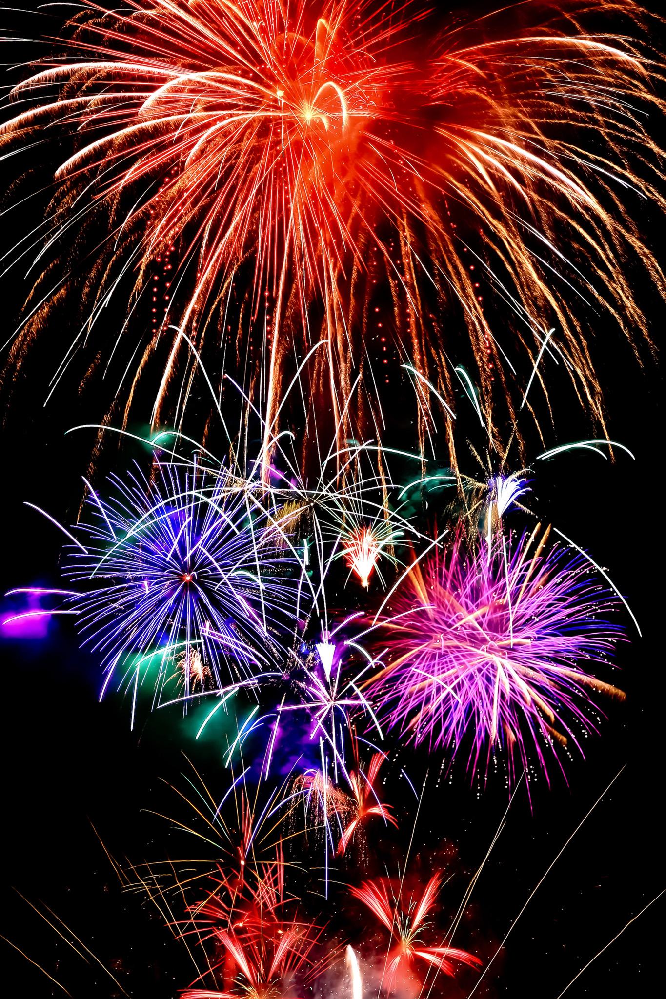 「夜空と花火の背景」の画像を無料ダウンロード