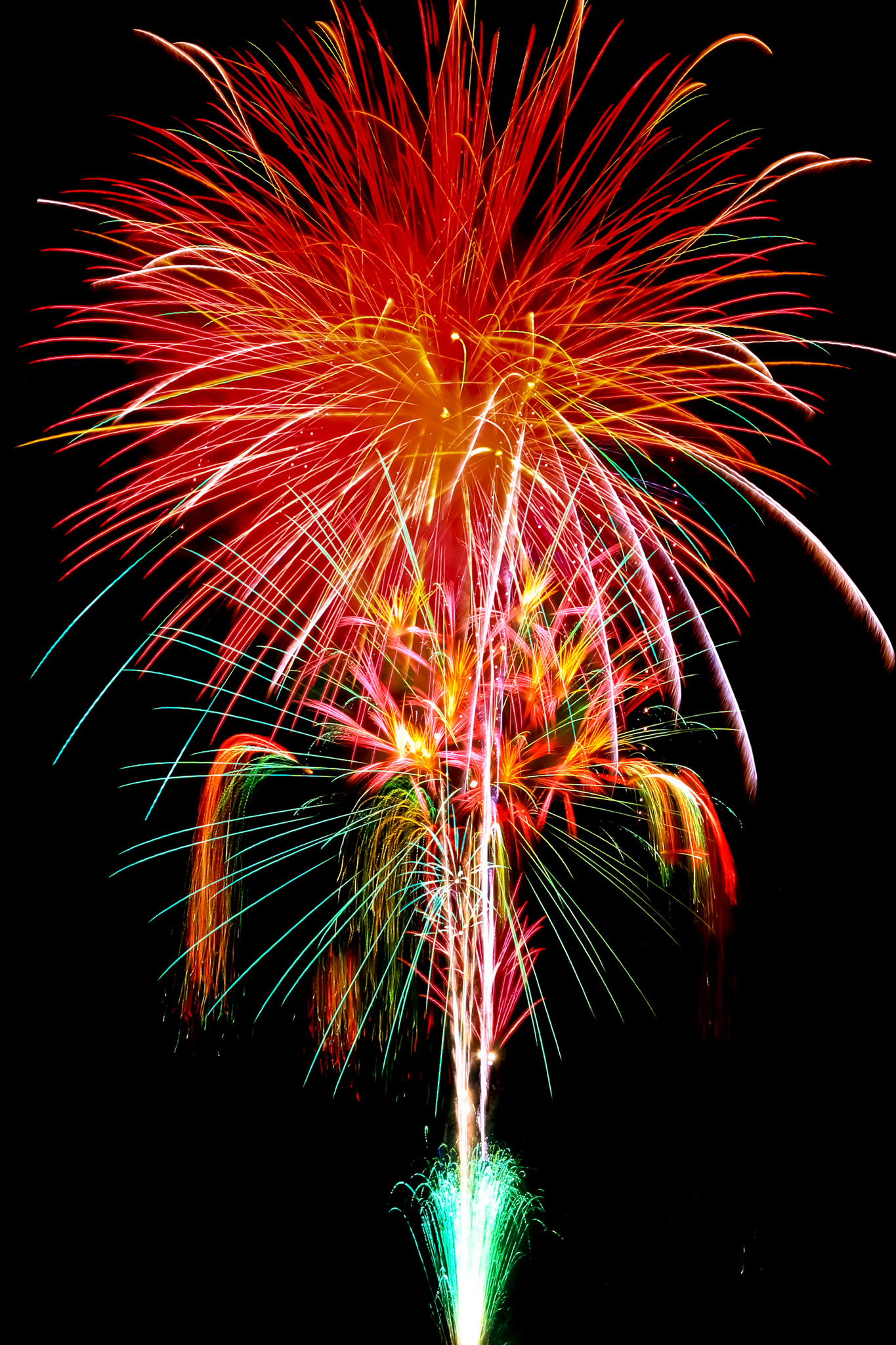 「打ち上がる赤い花火」