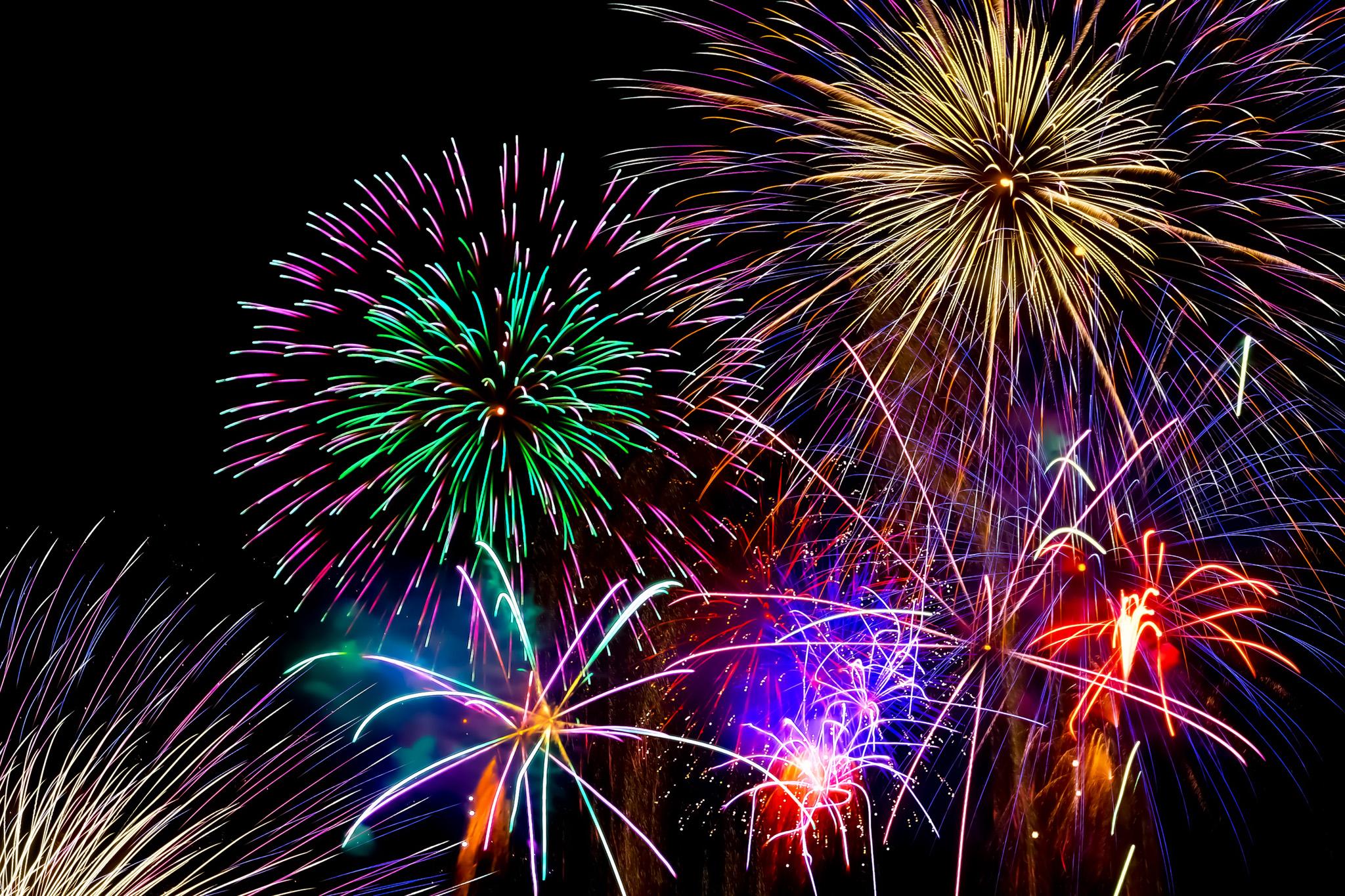 「祭りを盛上げる花火」