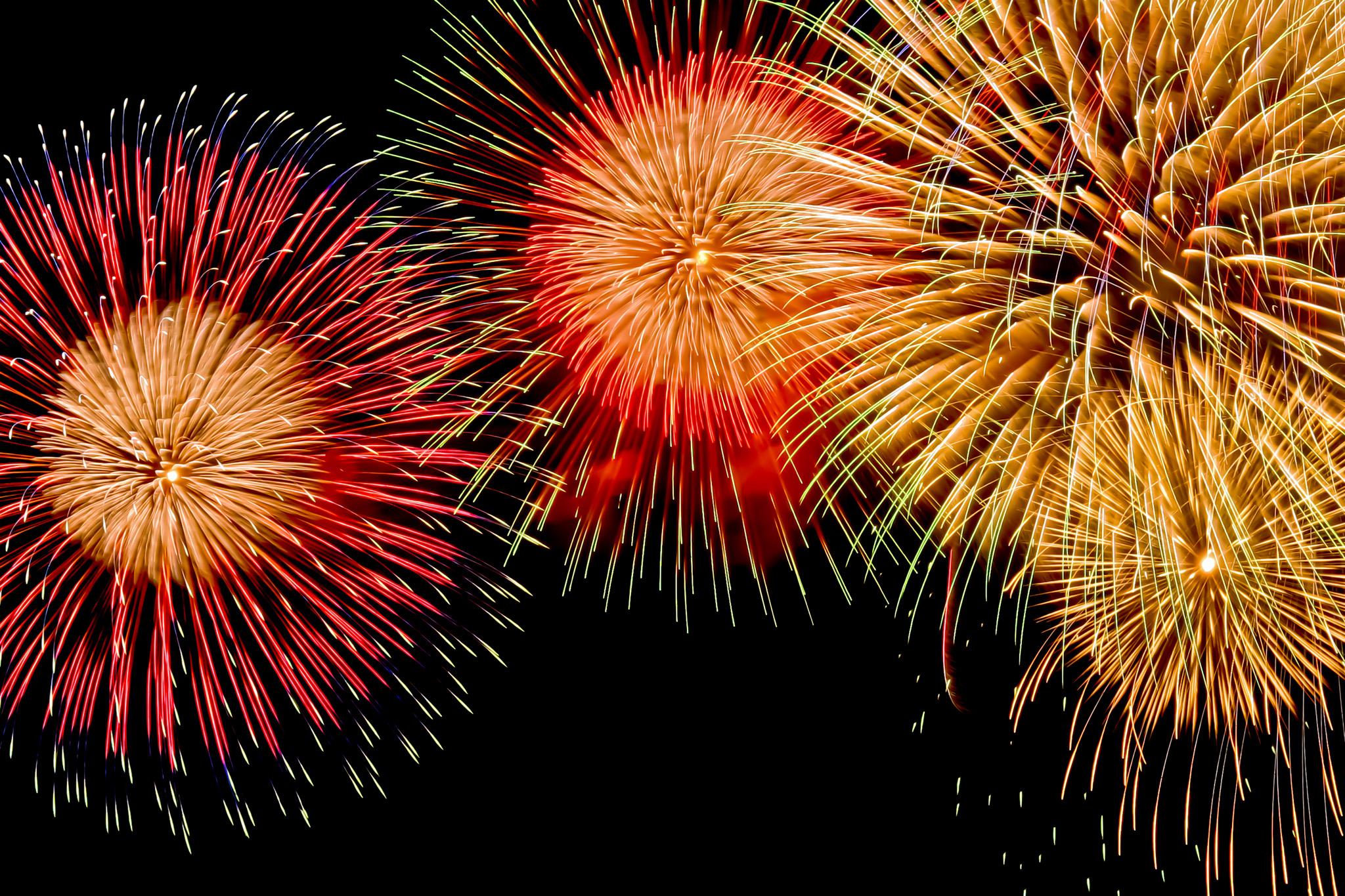 「燦然と輝く夏の花火」の素材を無料ダウンロード