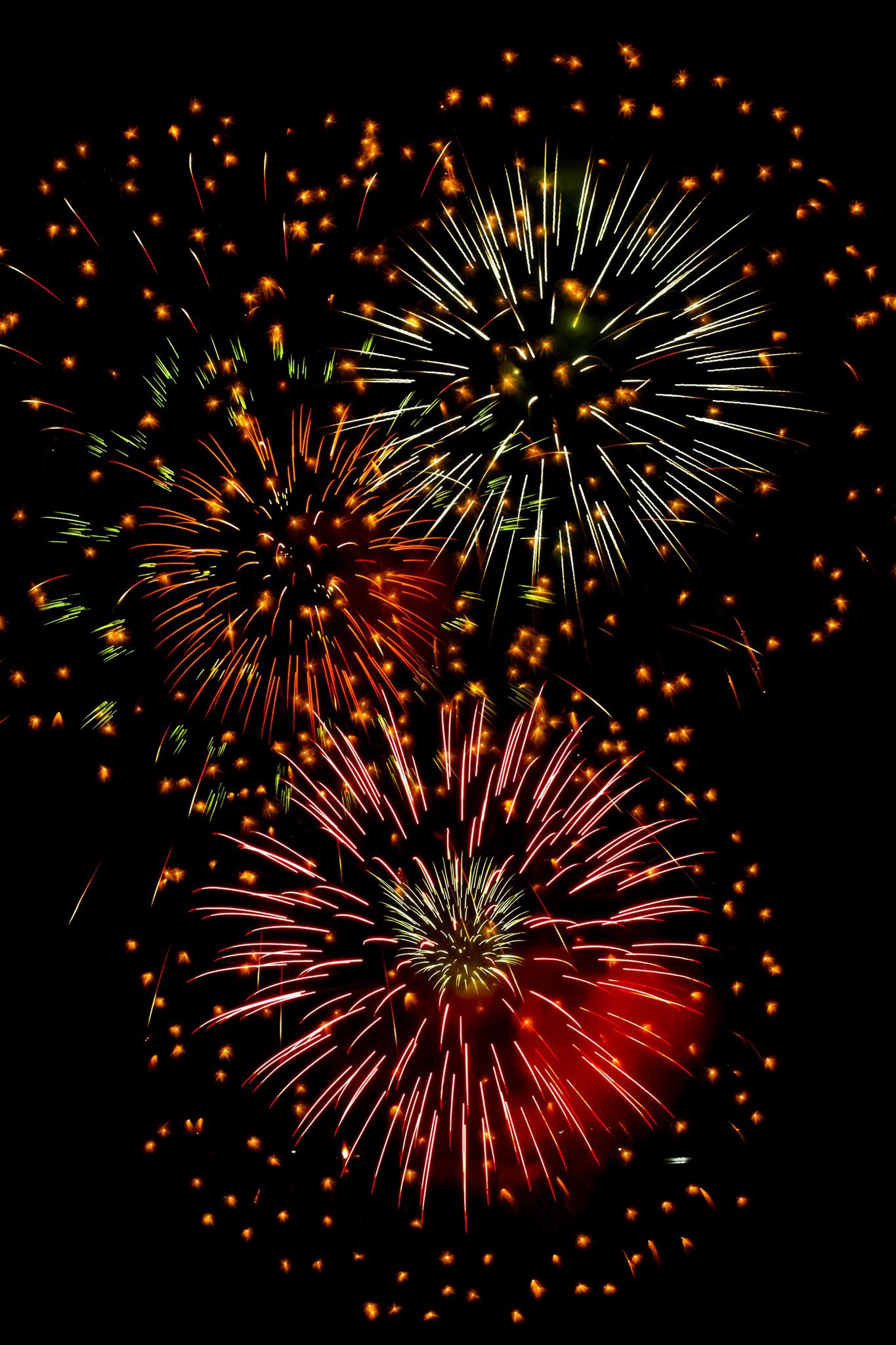 「彩り豊かな花火の撮影画像」のテクスチャを無料ダウンロード