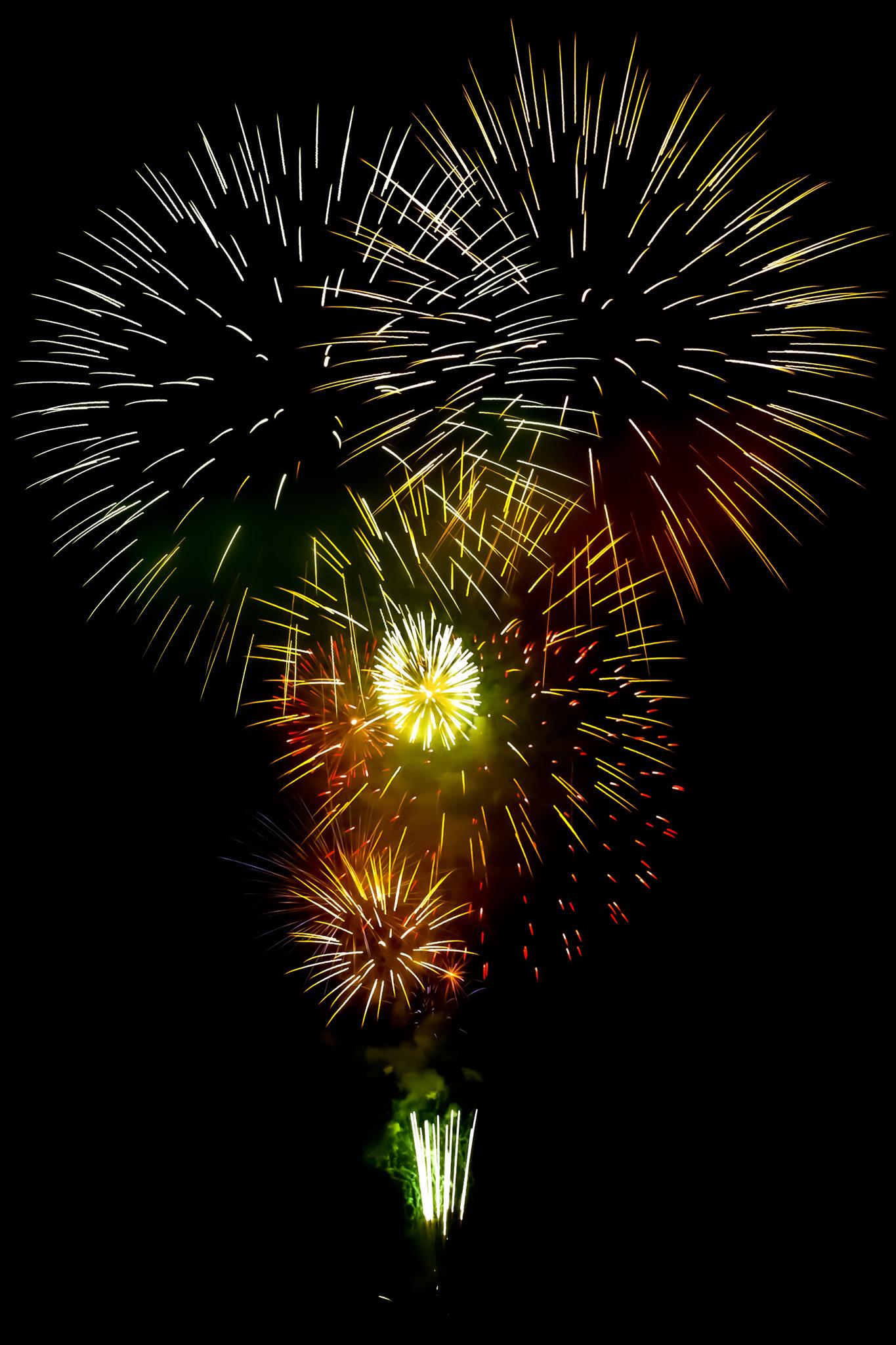 「夜空を彩る花火の撮影画像」のテクスチャを無料ダウンロード