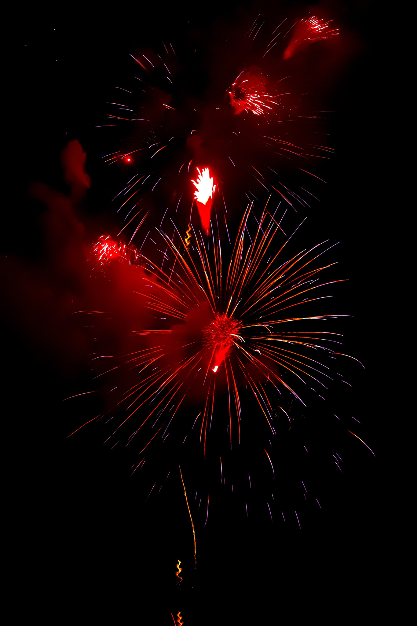 「見上げる花火と夜空」のテクスチャを無料ダウンロード