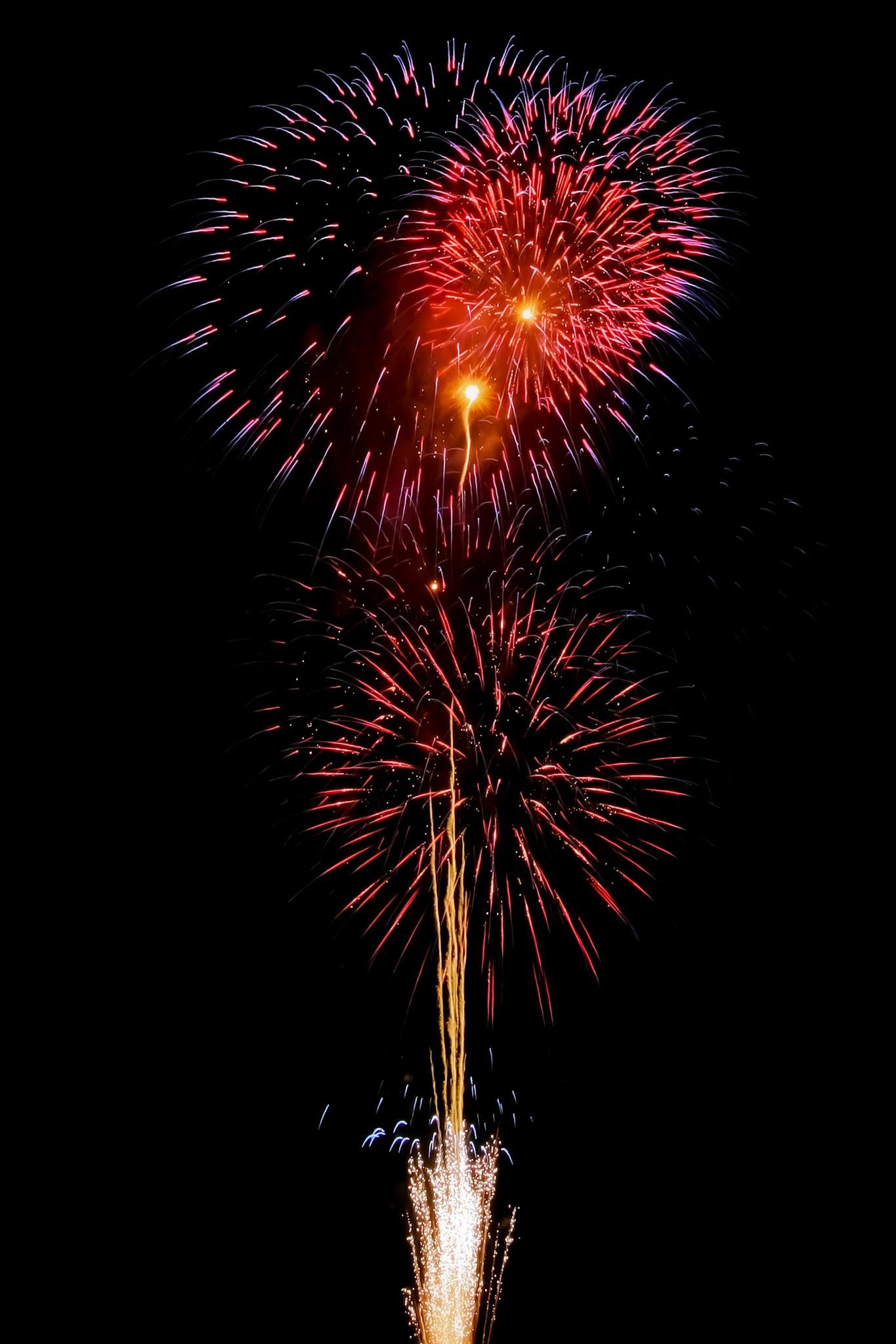 「色彩の美しい花火と夜空」のテクスチャを無料ダウンロード