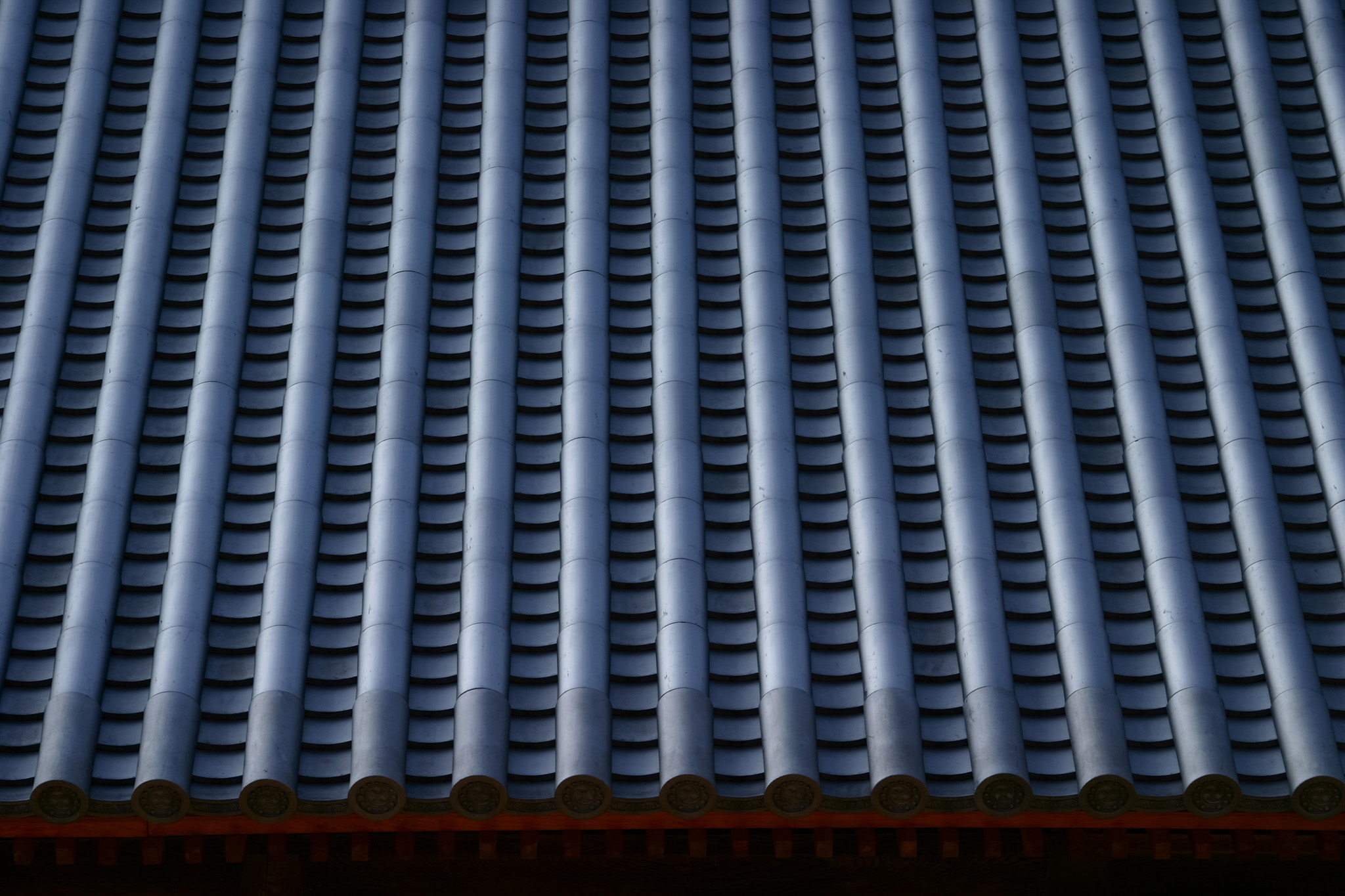 「日本建築の立派な瓦屋根」のテクスチャを無料ダウンロード