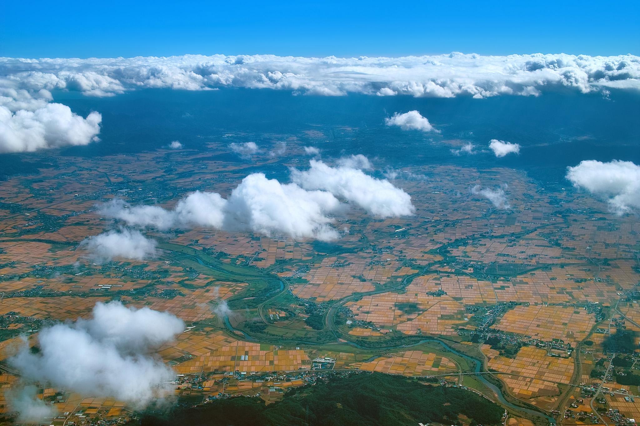 「秋の東北上空からの眺め」の素材を無料ダウンロード