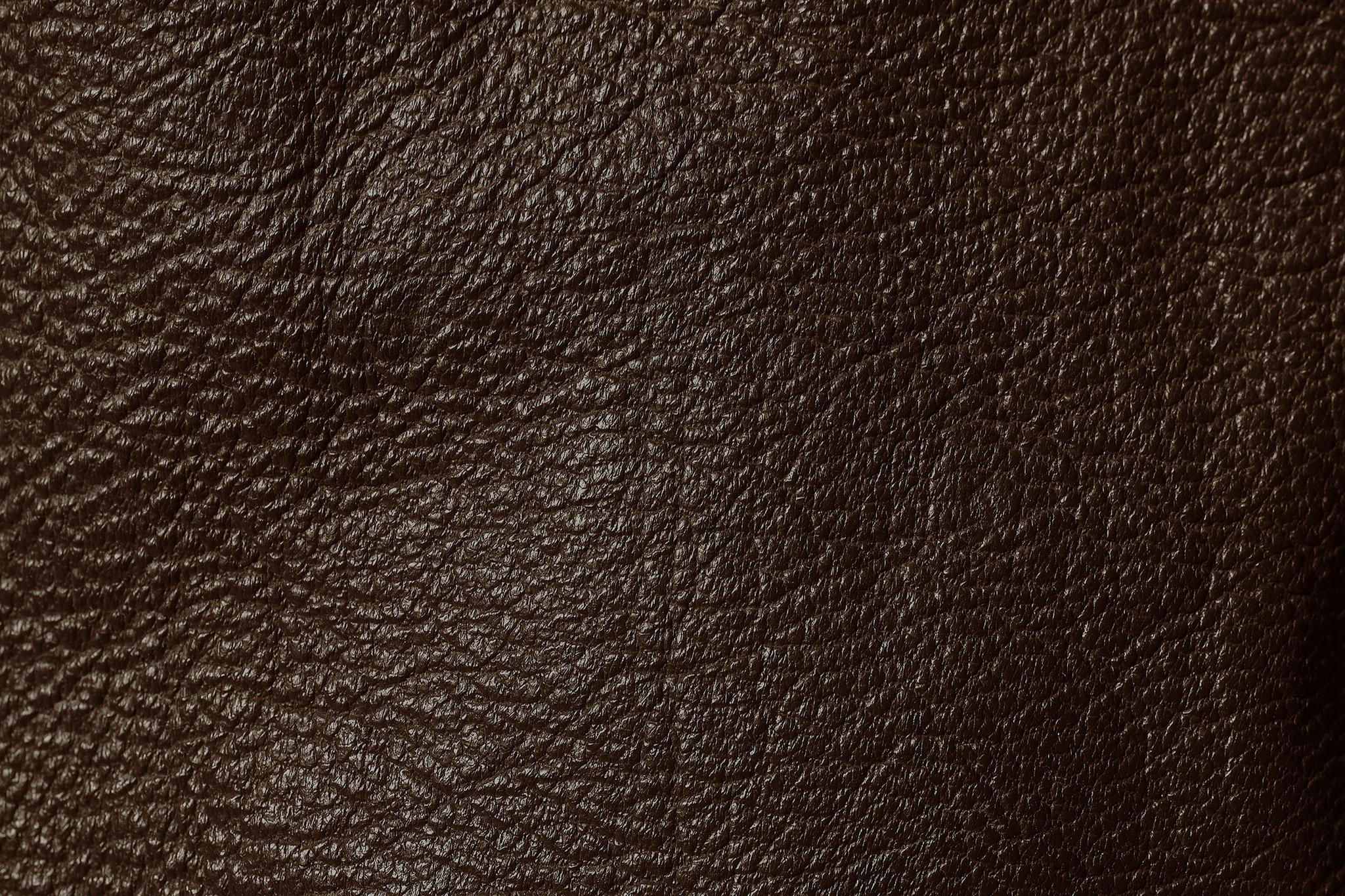 エンボス加工された重厚なイメージの皮