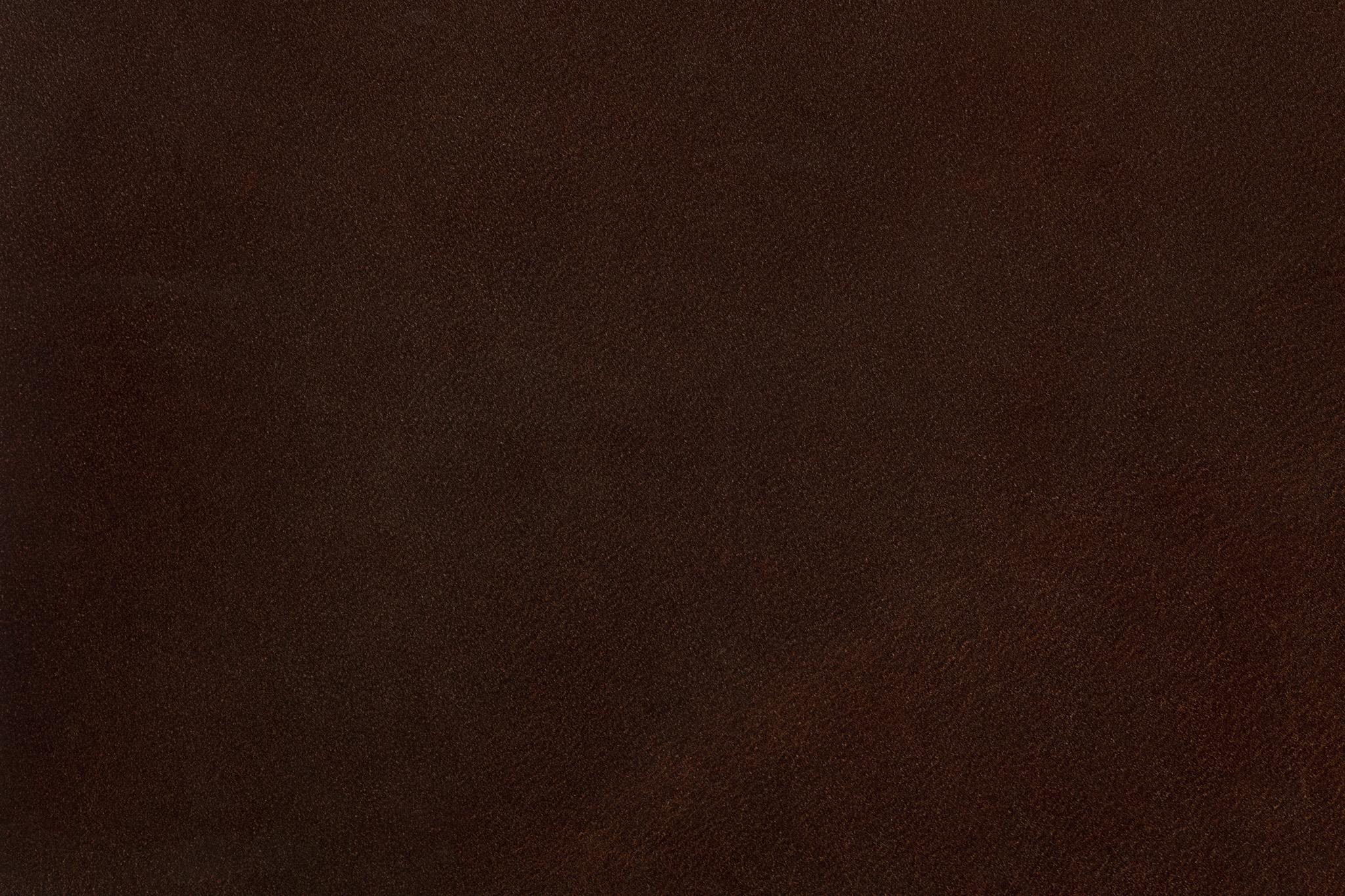 マットな質感の赤茶色のレザー