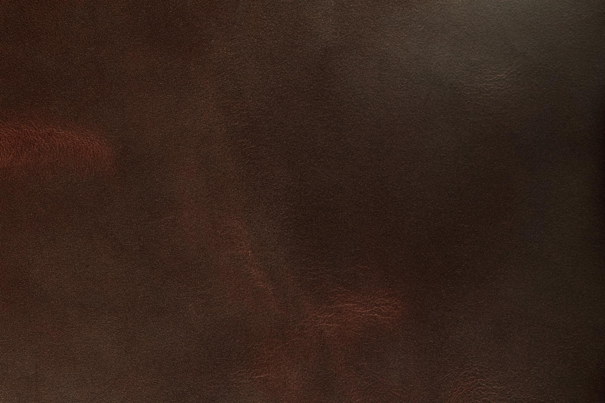 「使い込まれた赤茶色のコードバン」の素材を無料ダウンロード