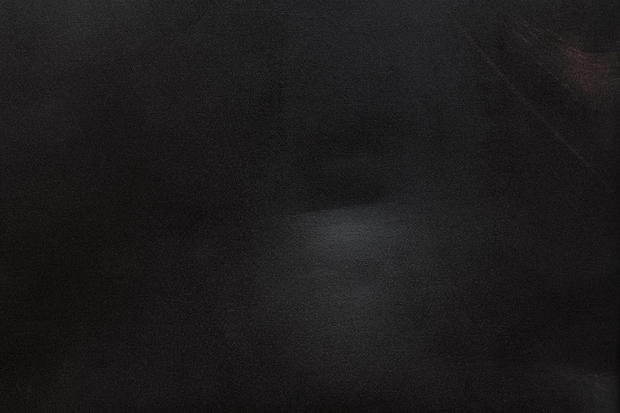「擦りギズの入った黒い革」の素材を無料ダウンロード