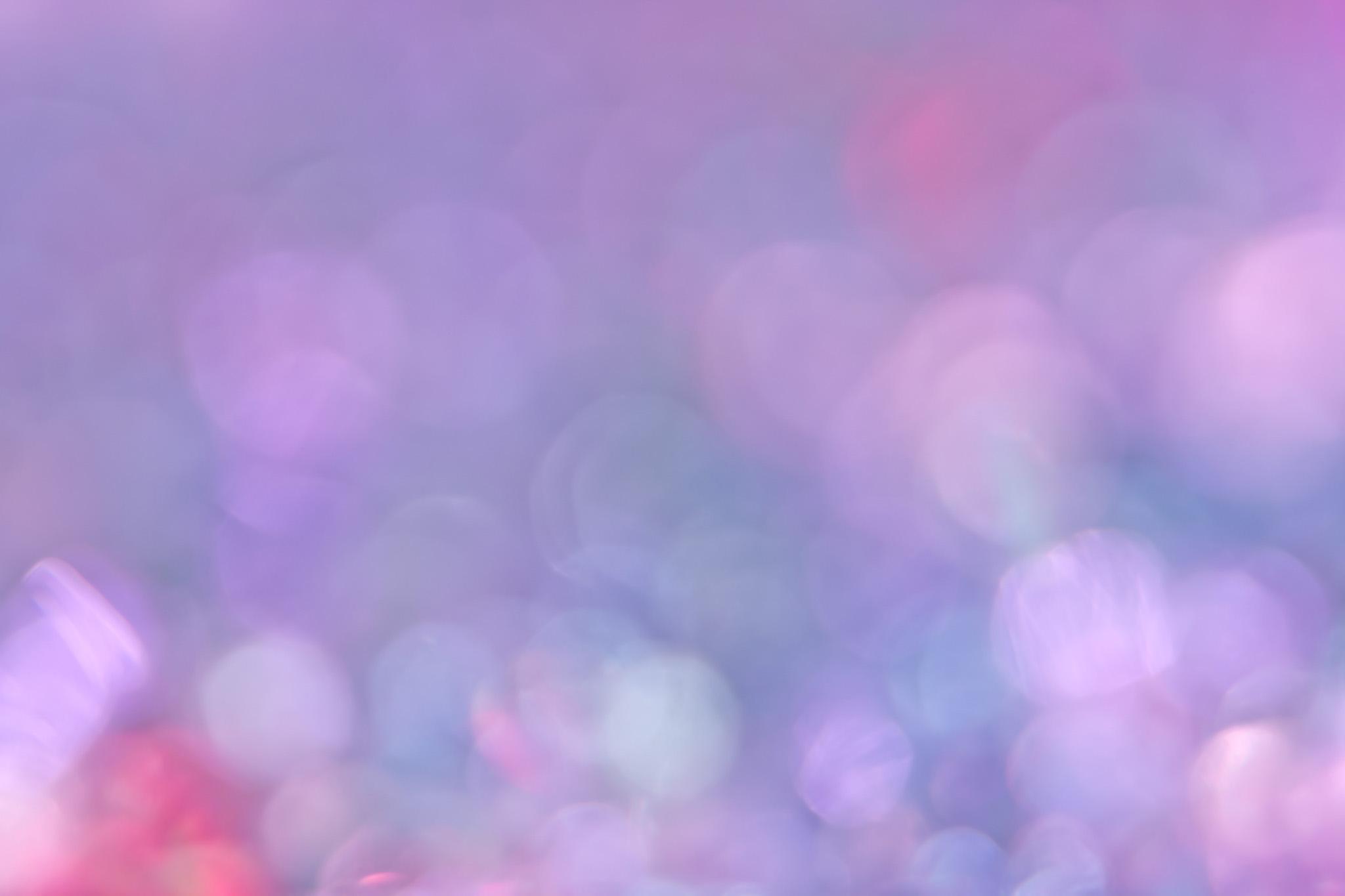 薄紫色の鈍い光