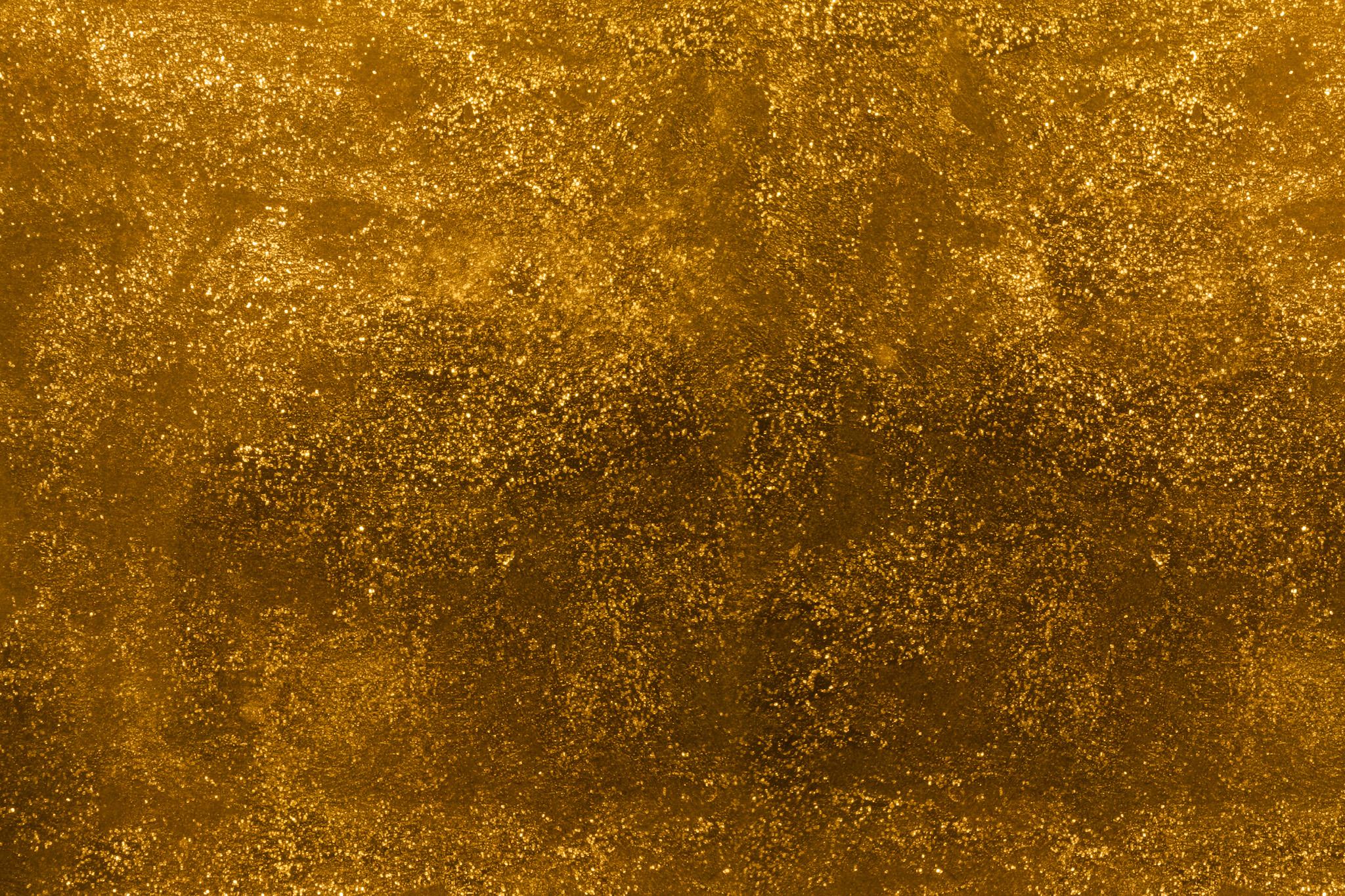 「金色のザラザラとした表面」
