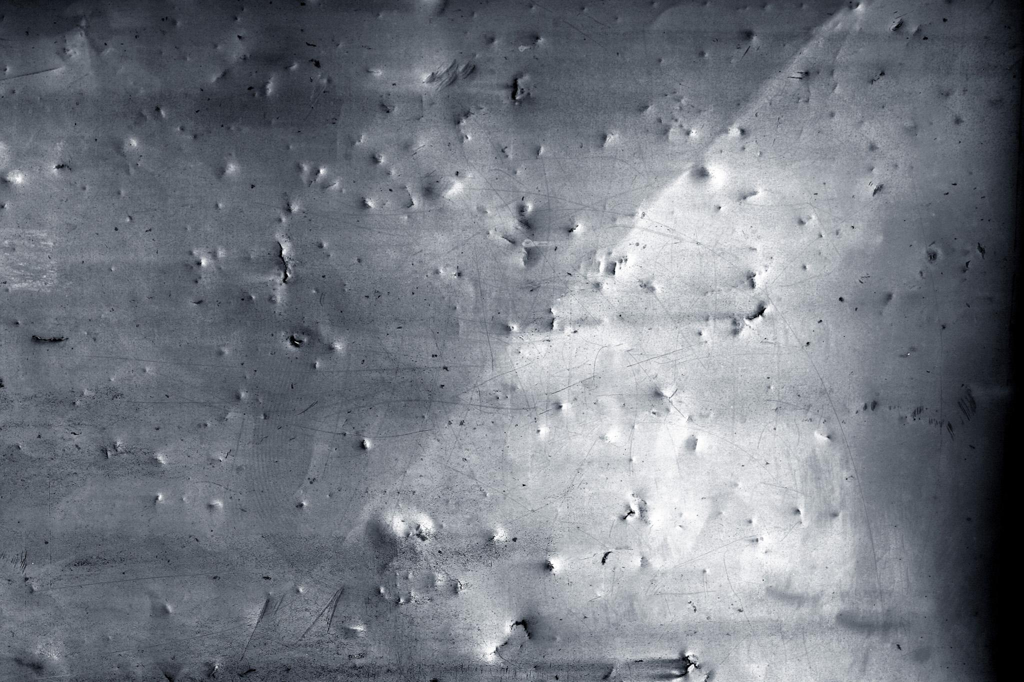 「傷付けられたハードなイメージの鉄」