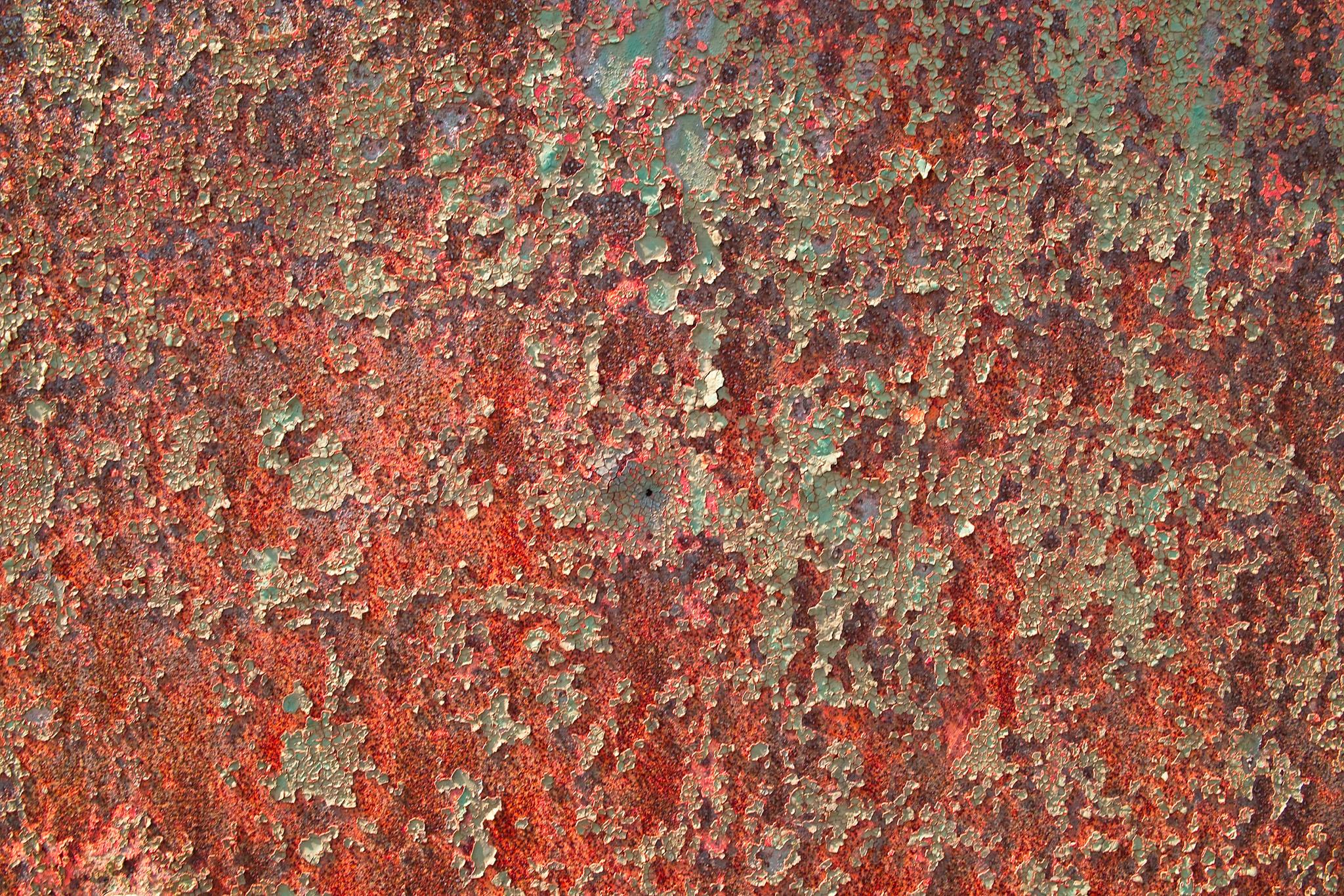 「錆びて塗装が剥がれた金属」の素材を無料ダウンロード