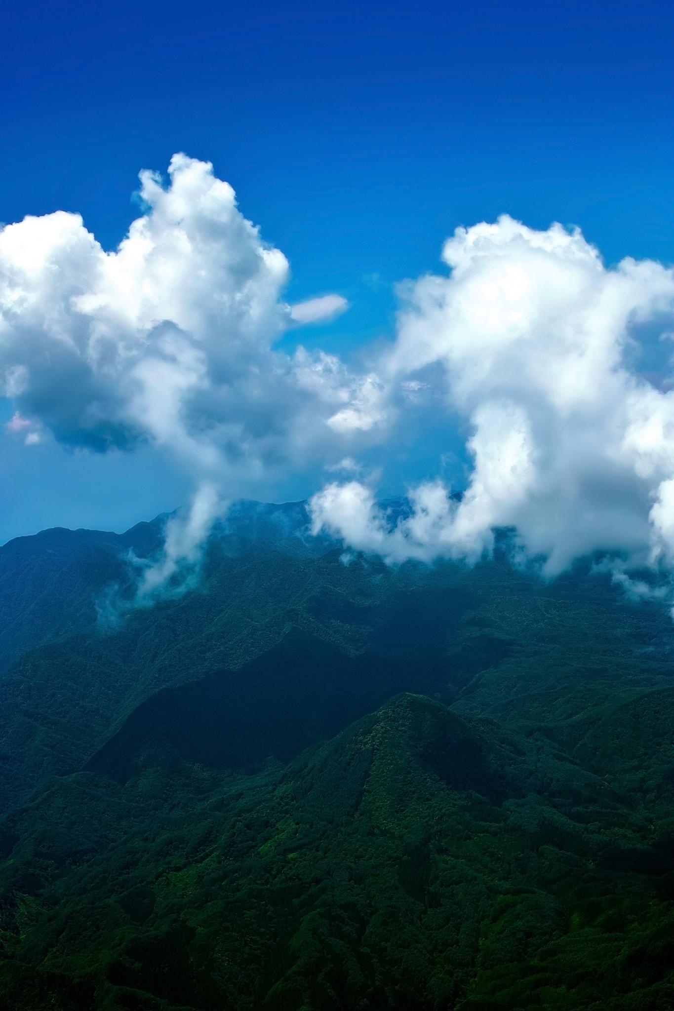 「山巓に流れる白雲」