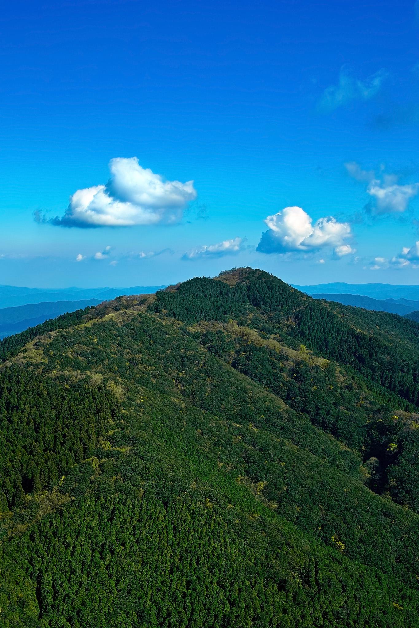 「山頂から望む遠くの風景」