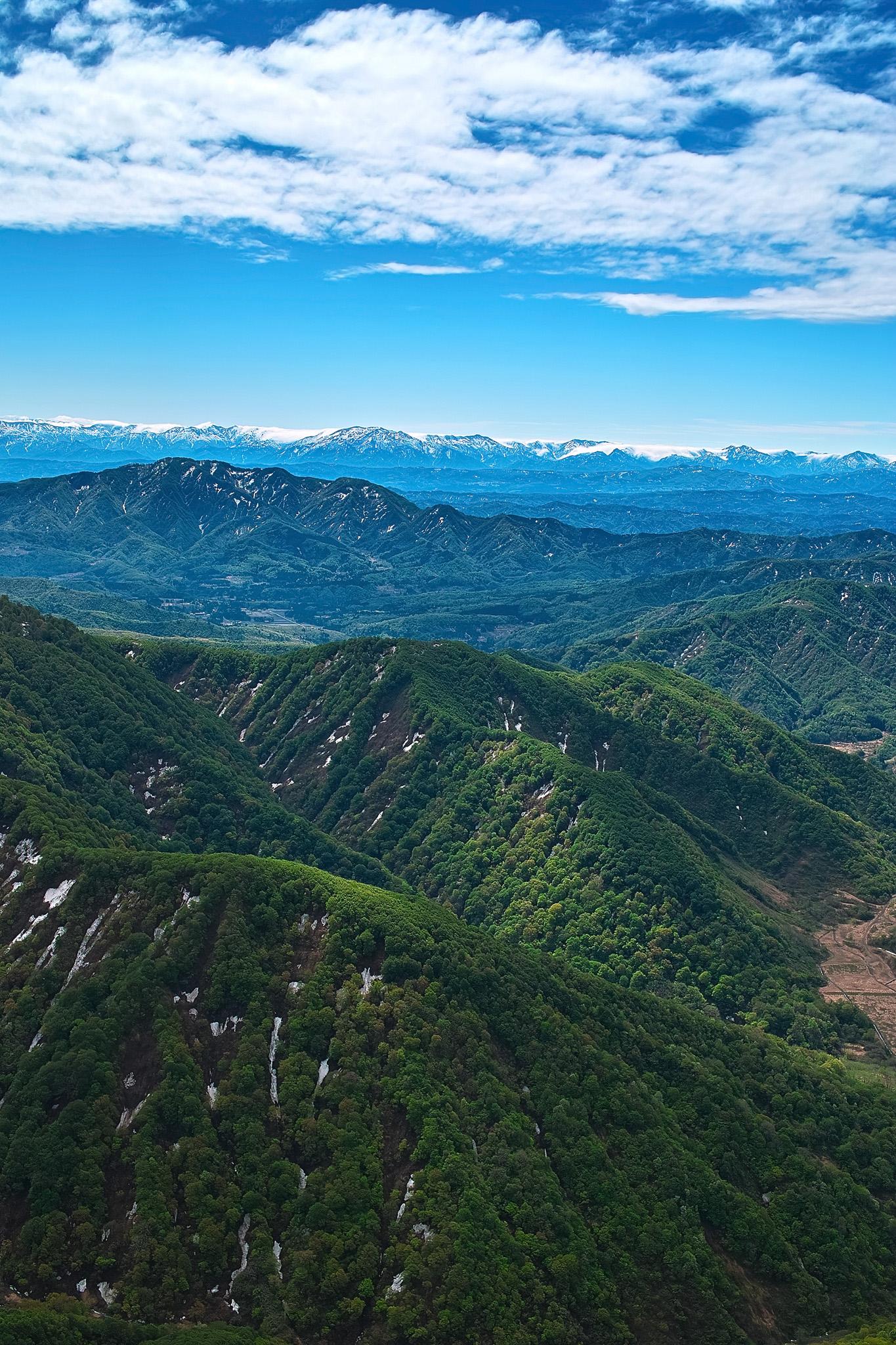 「四季の山」の素材を無料ダウンロード