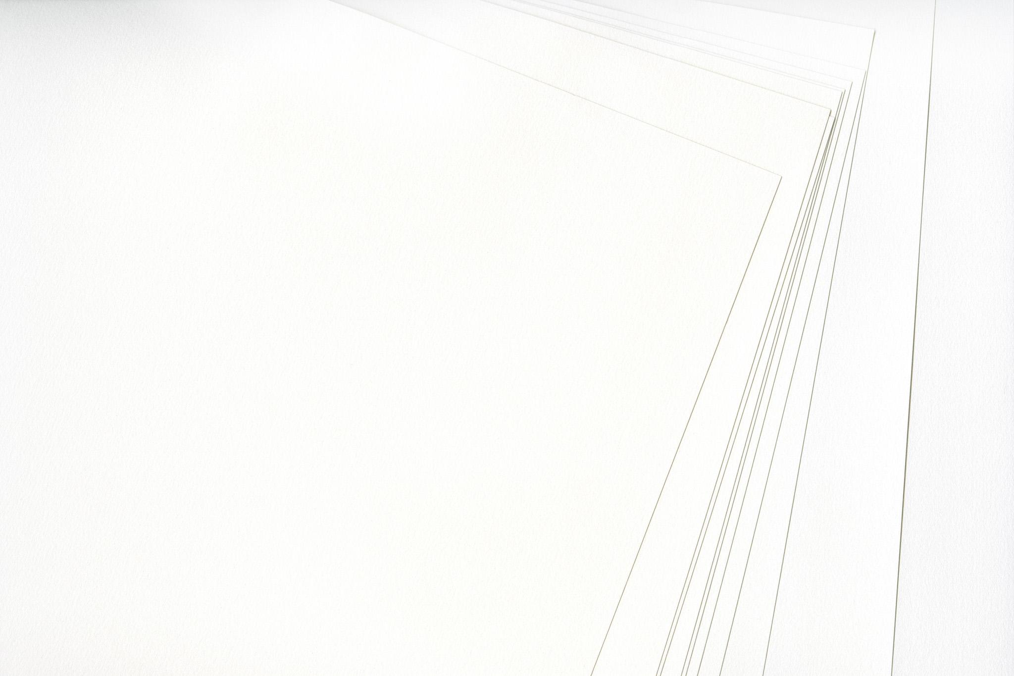 「重なった白い水彩紙の質感」