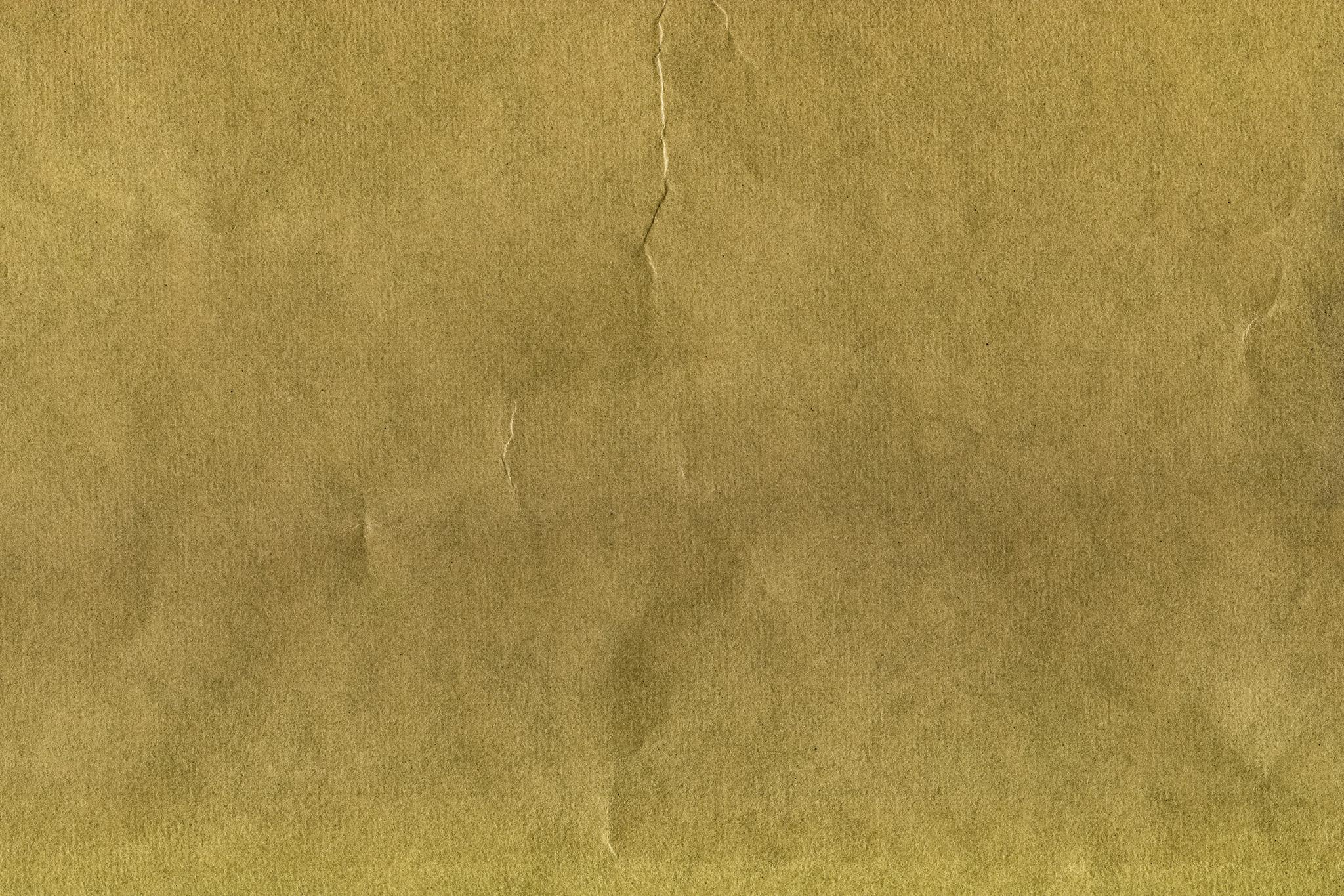 「縦皺が付いた茶色の紙のテクスチャ」
