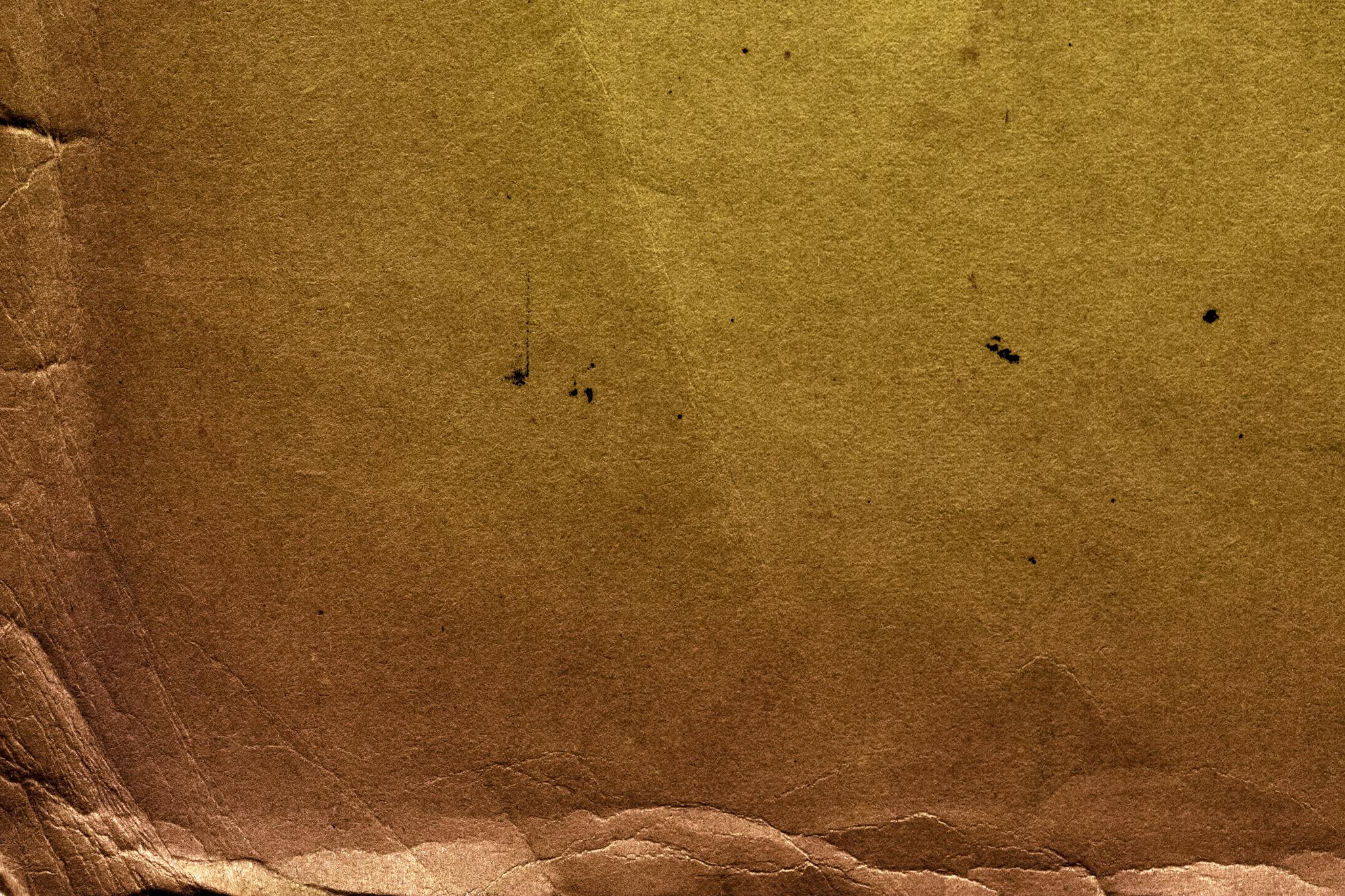 「傷とシワがあるセピア色の古紙」