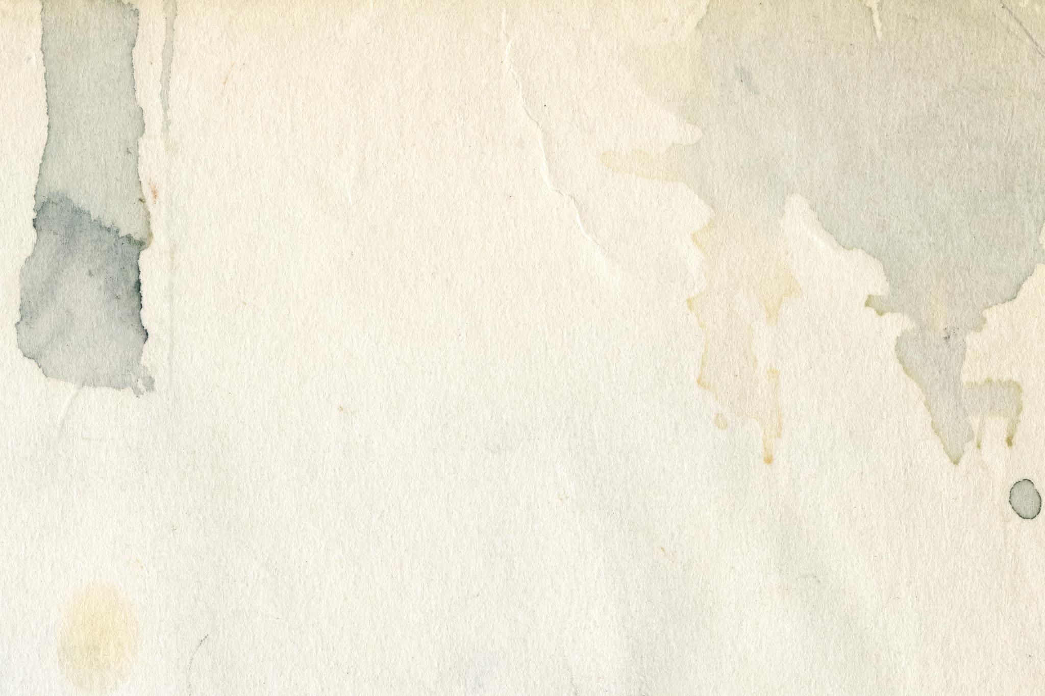 「黒い絵具のシミがある紙」