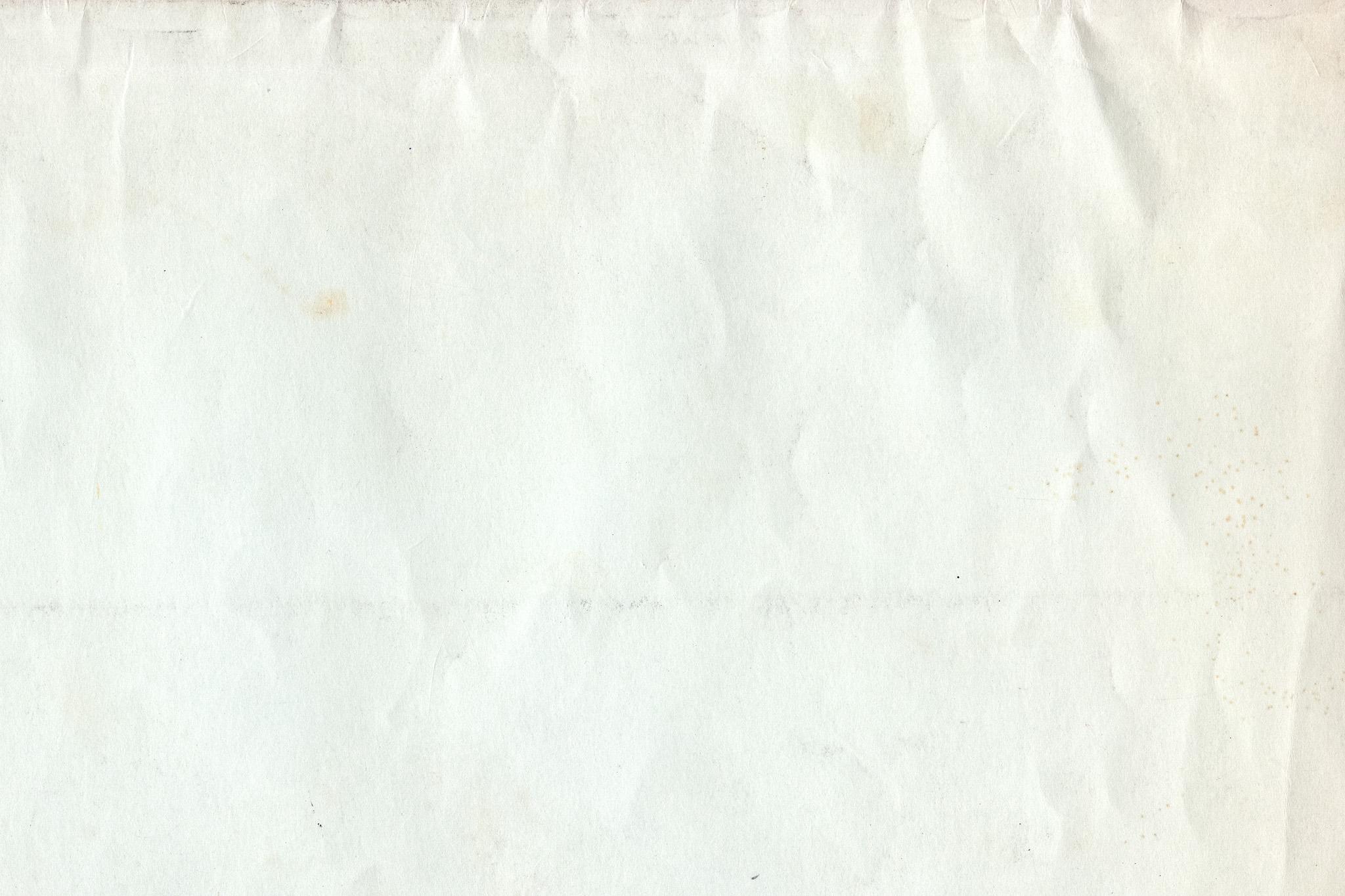 「しわやシミがある白い紙」
