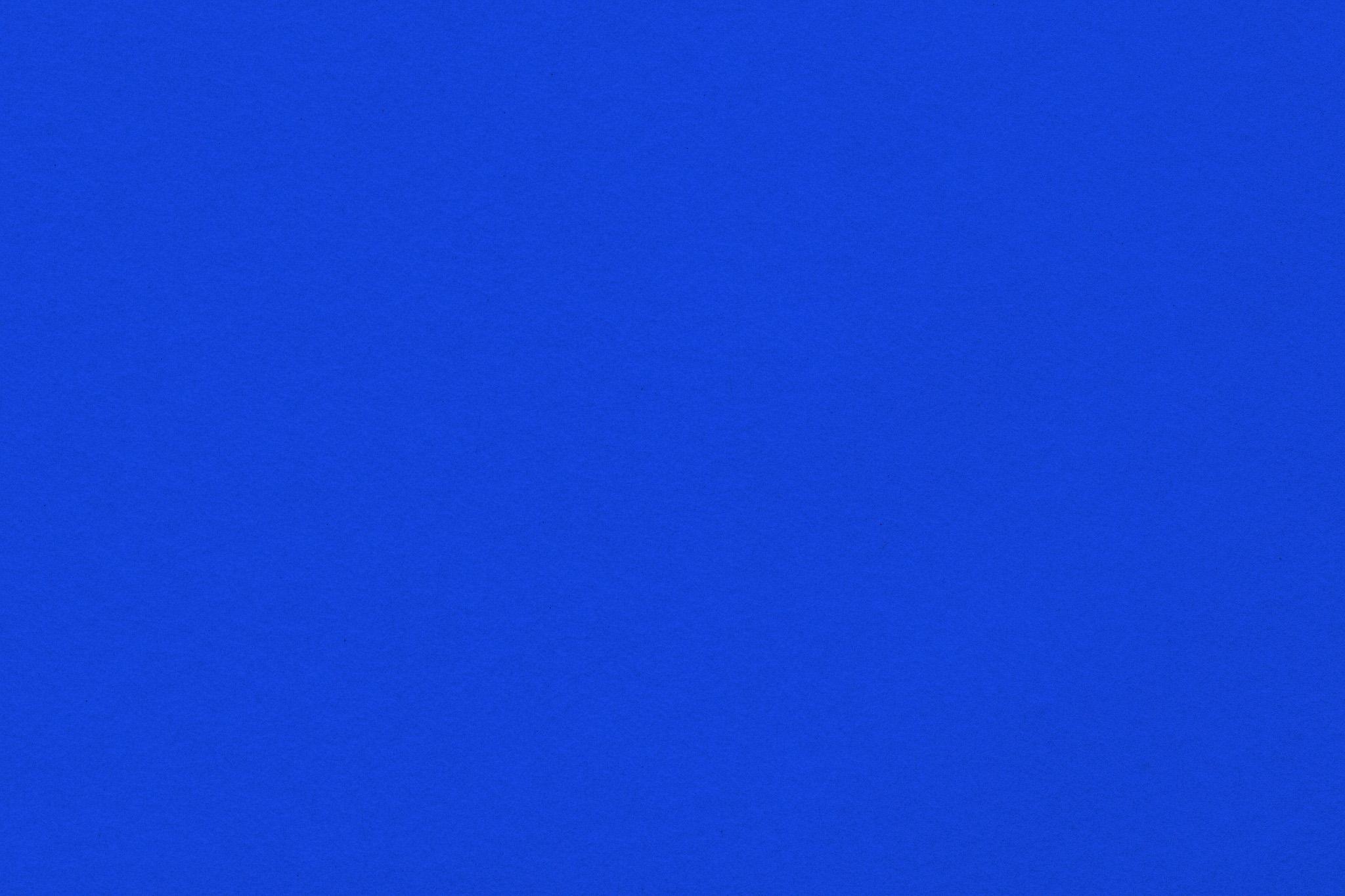 「滑らかな表面の紺色の紙」の画像を無料ダウンロード
