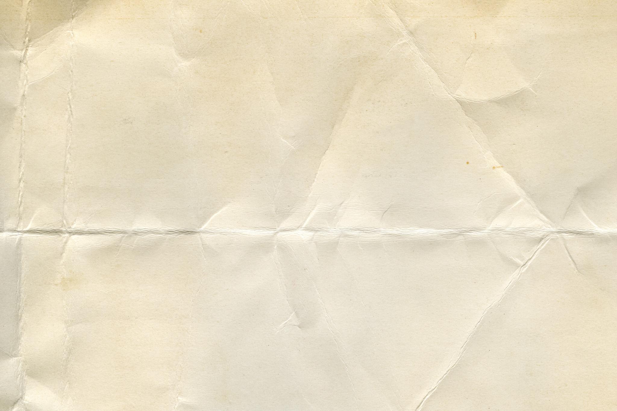「折れ目やシワがある厚手の紙」