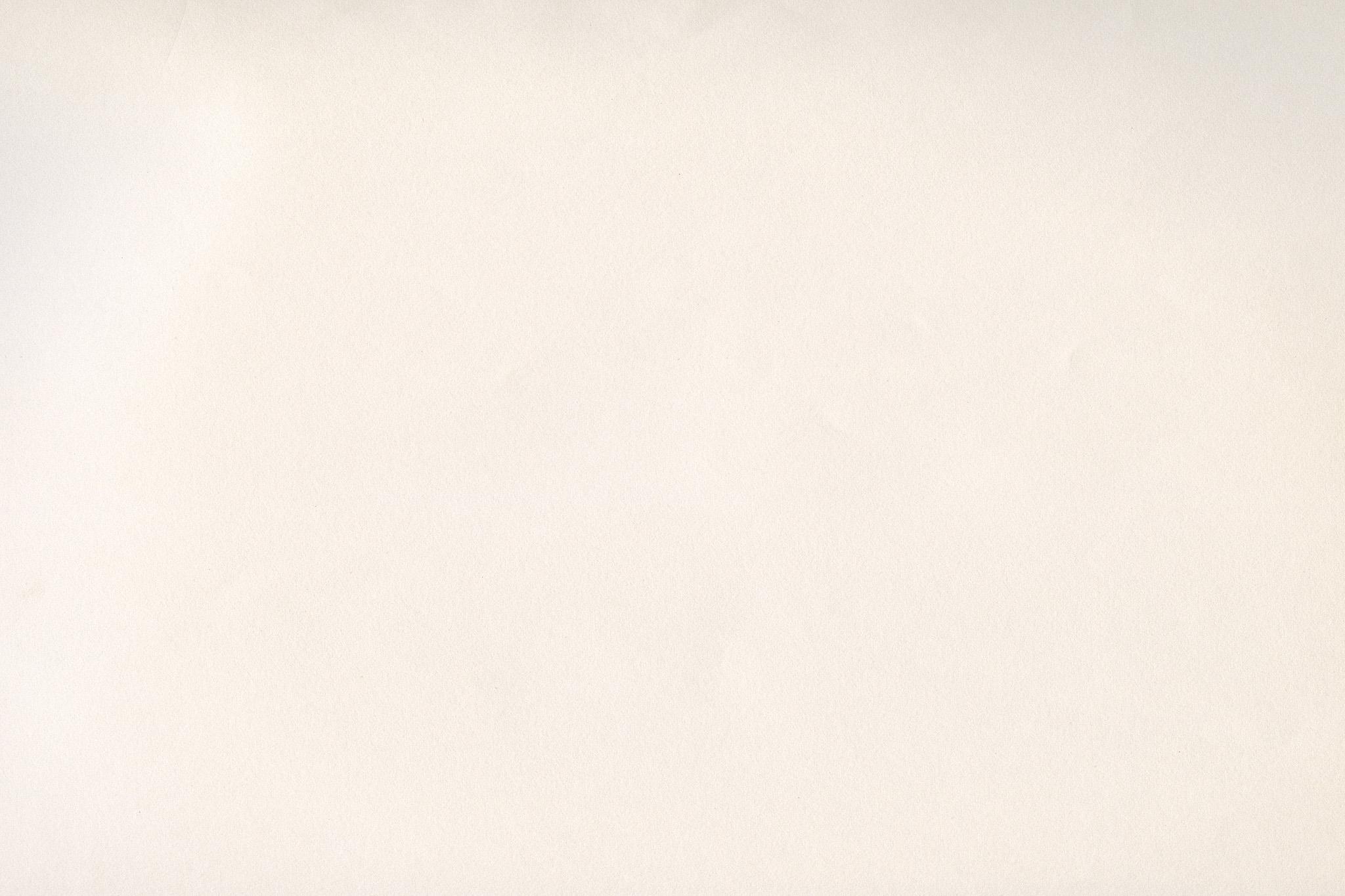 「生成り色の薄い紙」の画像を無料ダウンロード