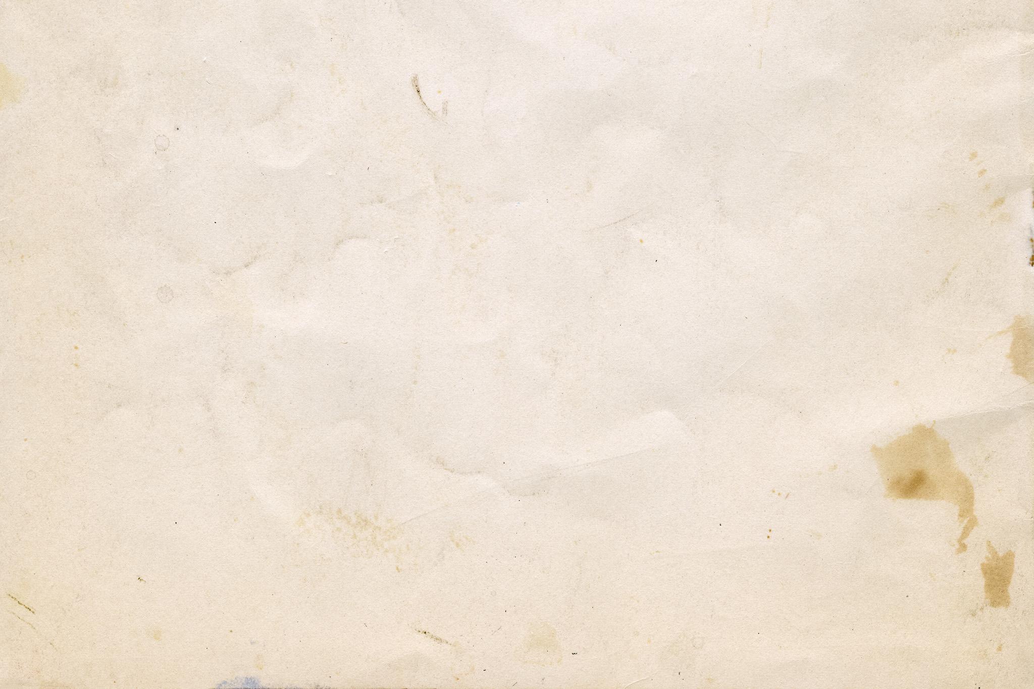 「汚れや傷のある劣化した紙」
