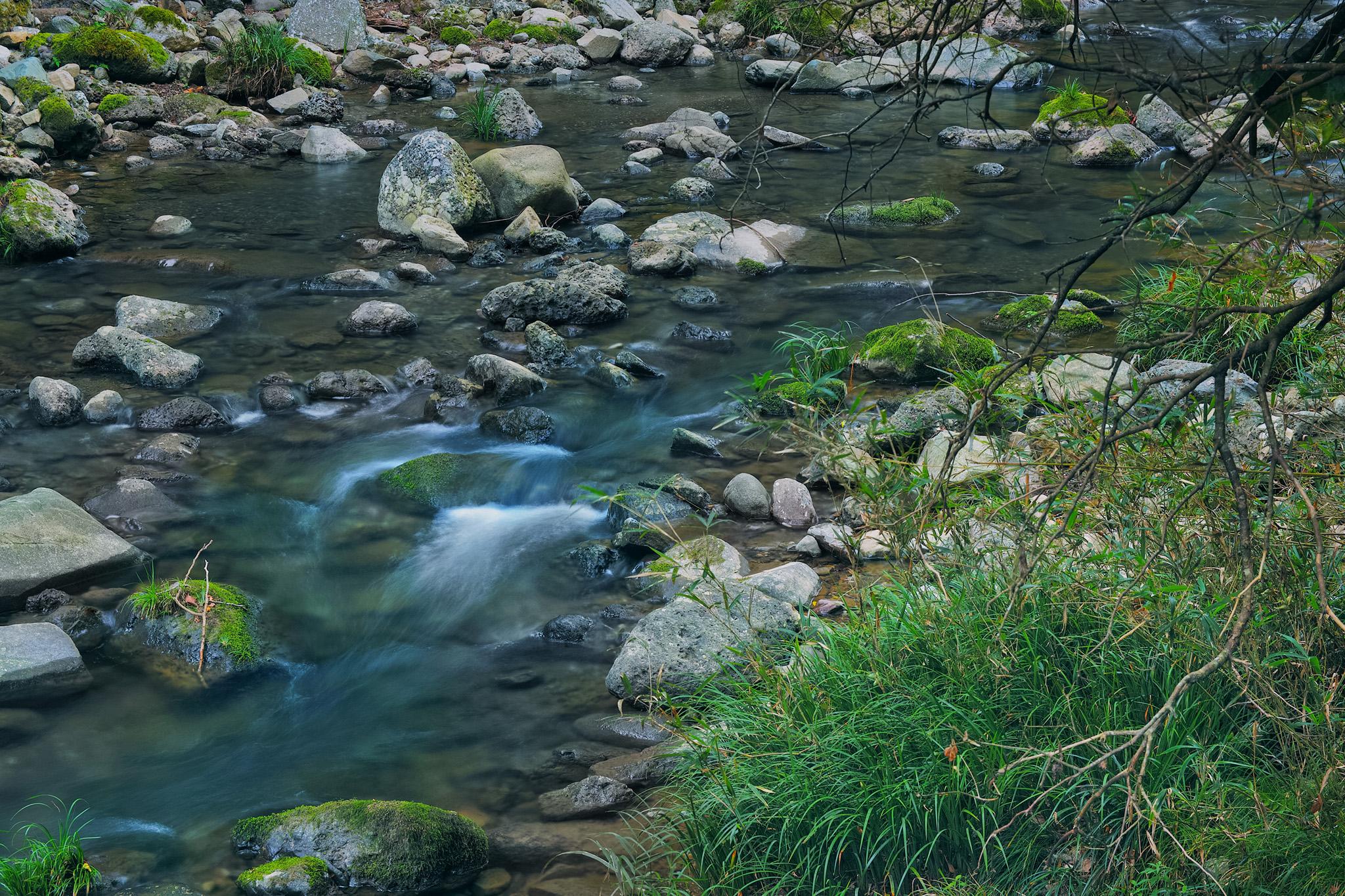「綺麗な川」のテクスチャを無料ダウンロード