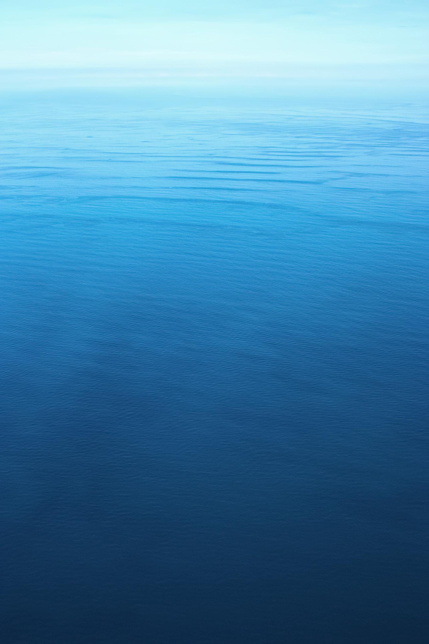 「広大な海の向こうの光」