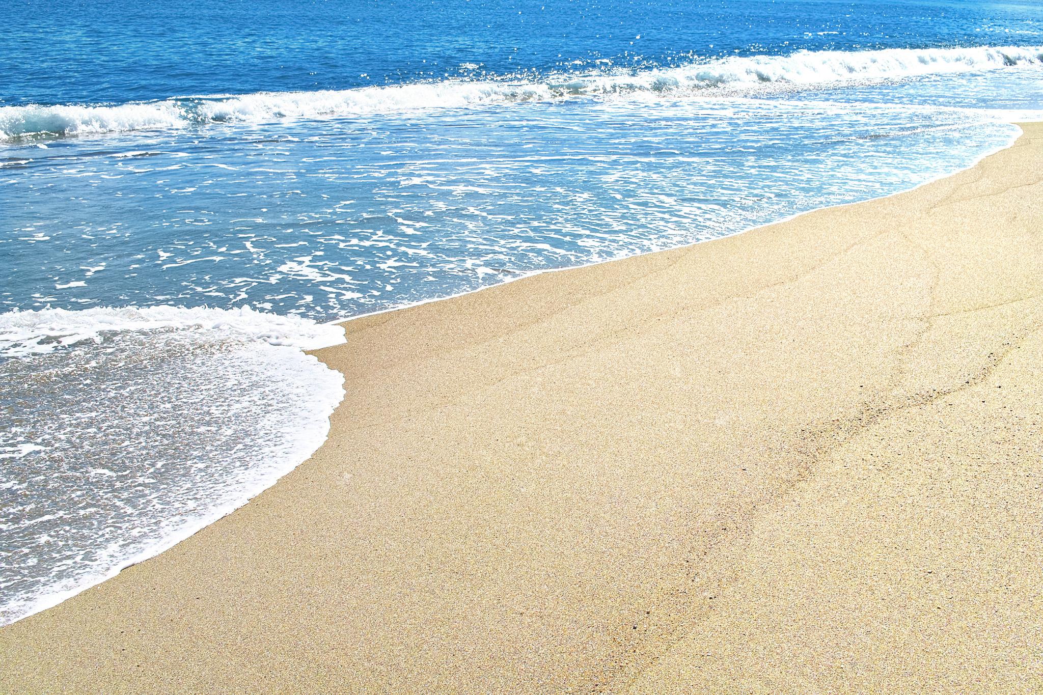 「青い海と綺麗な砂浜」