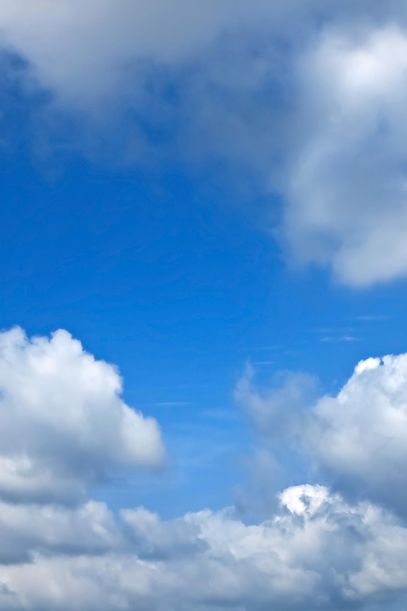 「青空が見える密雲の隙間」の画像を無料ダウンロード
