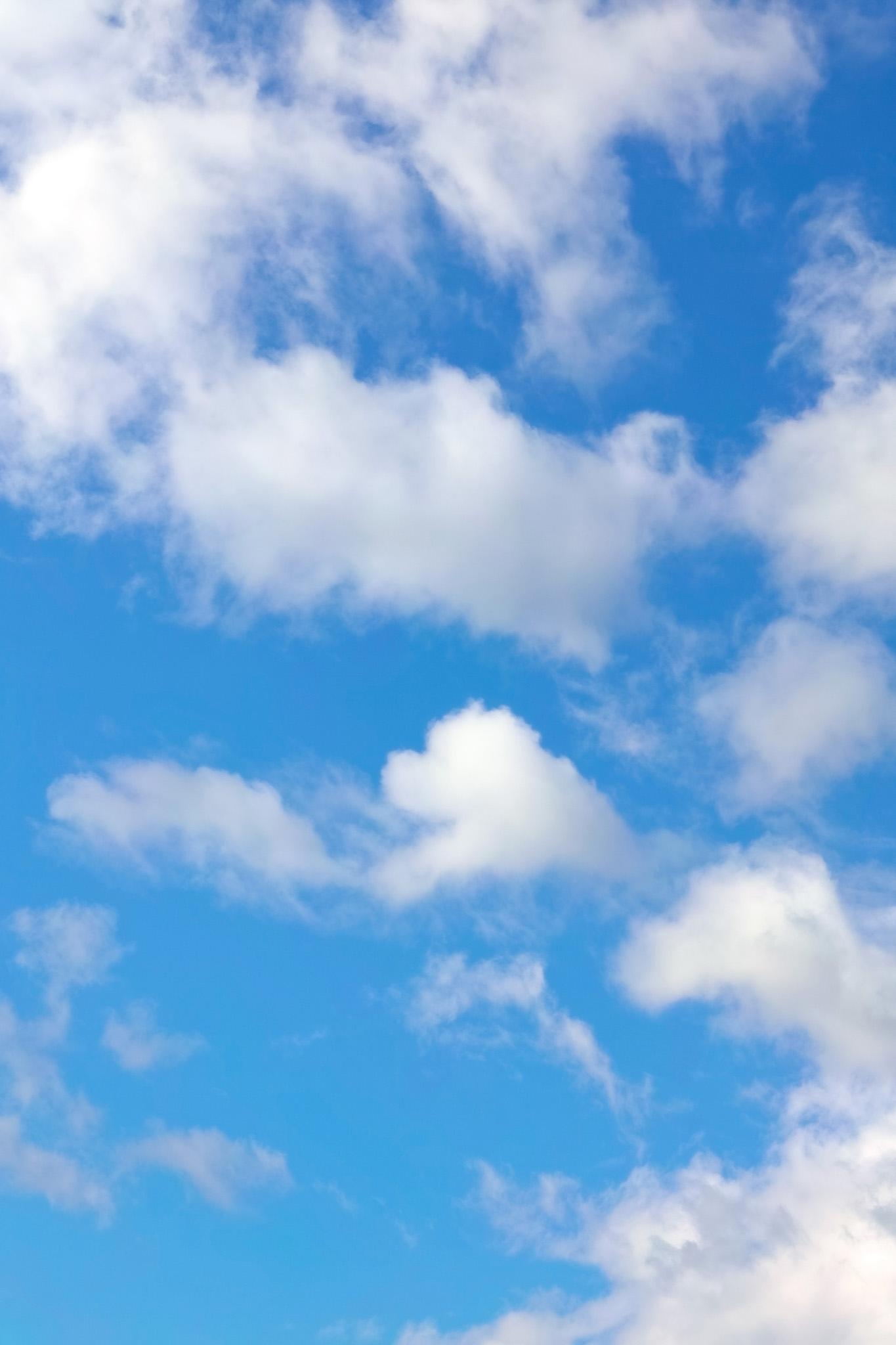 「白い雲と清々しい青空」の画像を無料ダウンロード