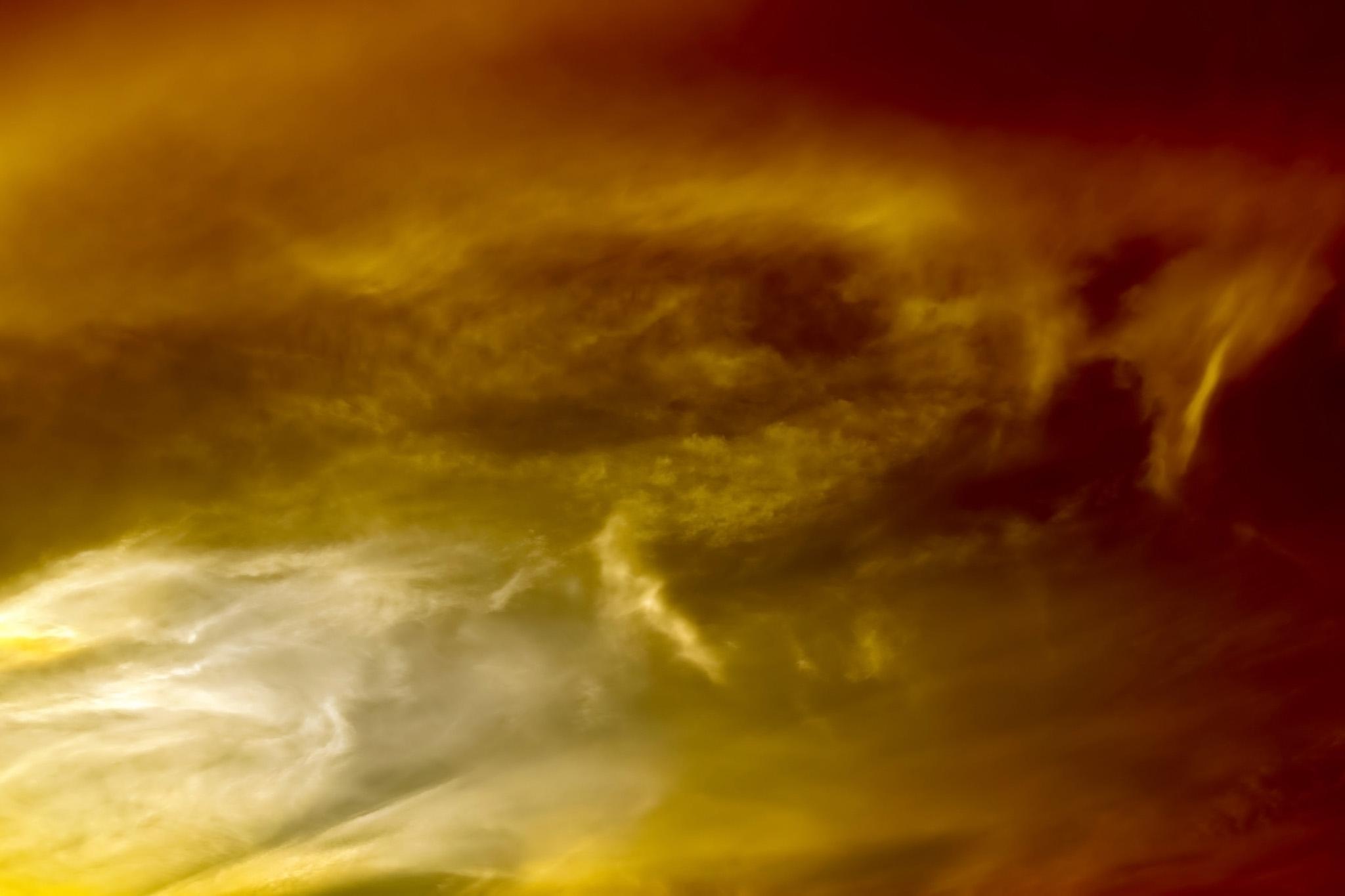 「黄金色に輝く壮麗な夕焼け」