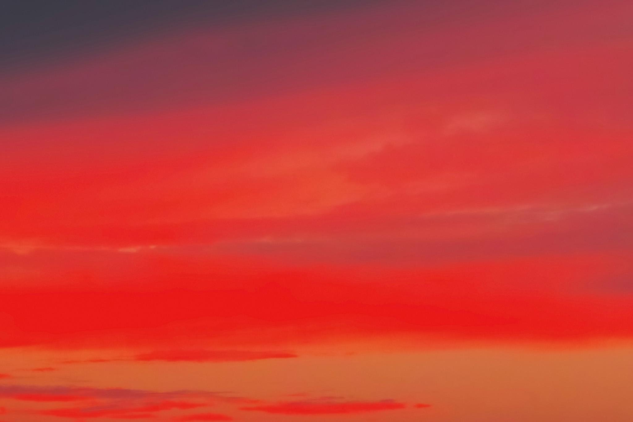 「鮮彩な赤い染物のような夕焼け」