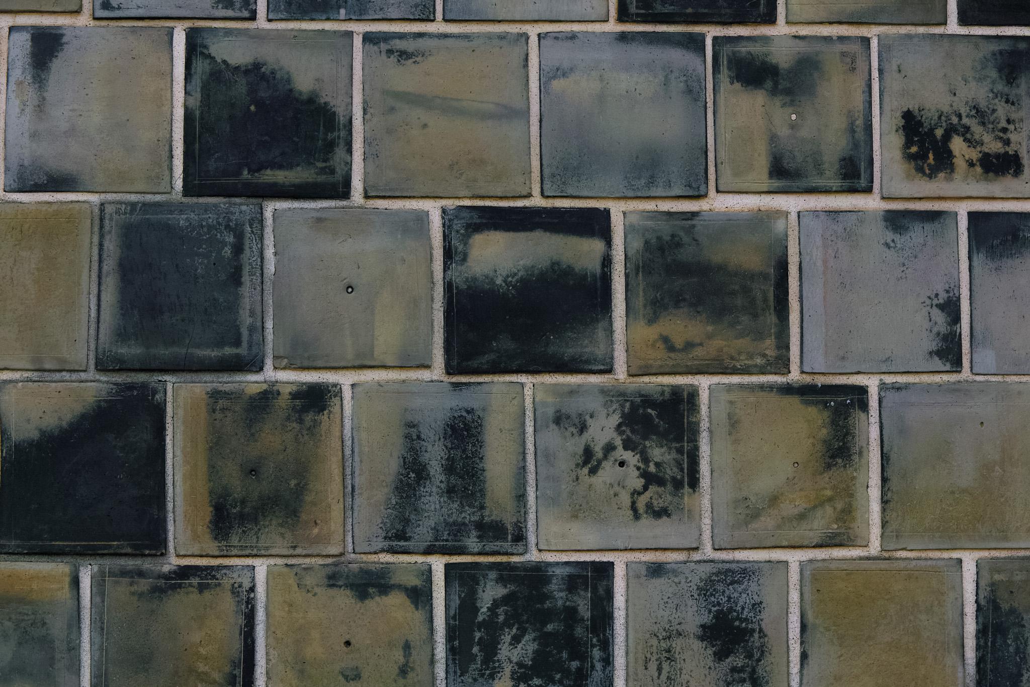「古いタイル貼りの壁」のテクスチャを無料ダウンロード