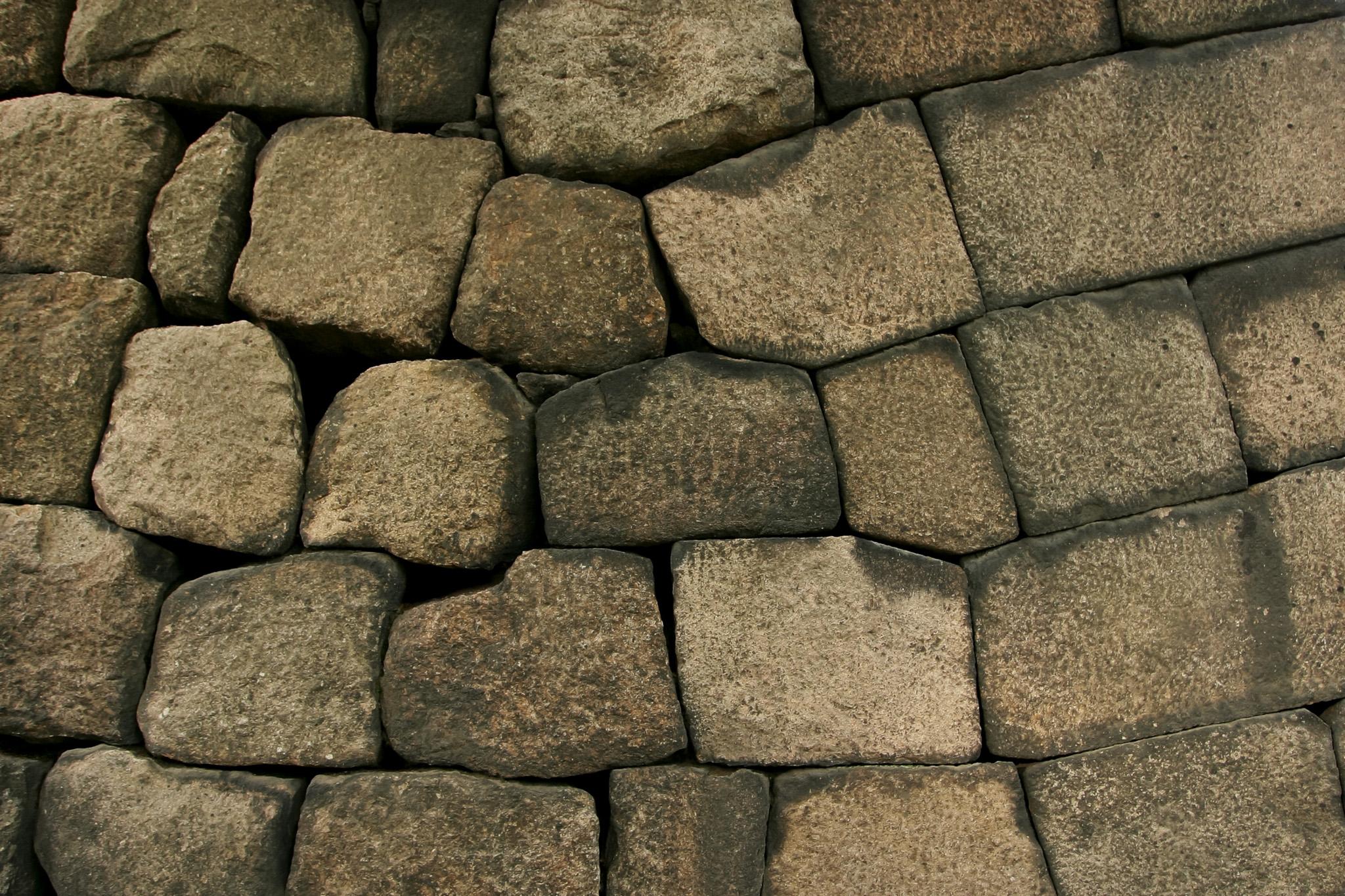 茶色い石壁